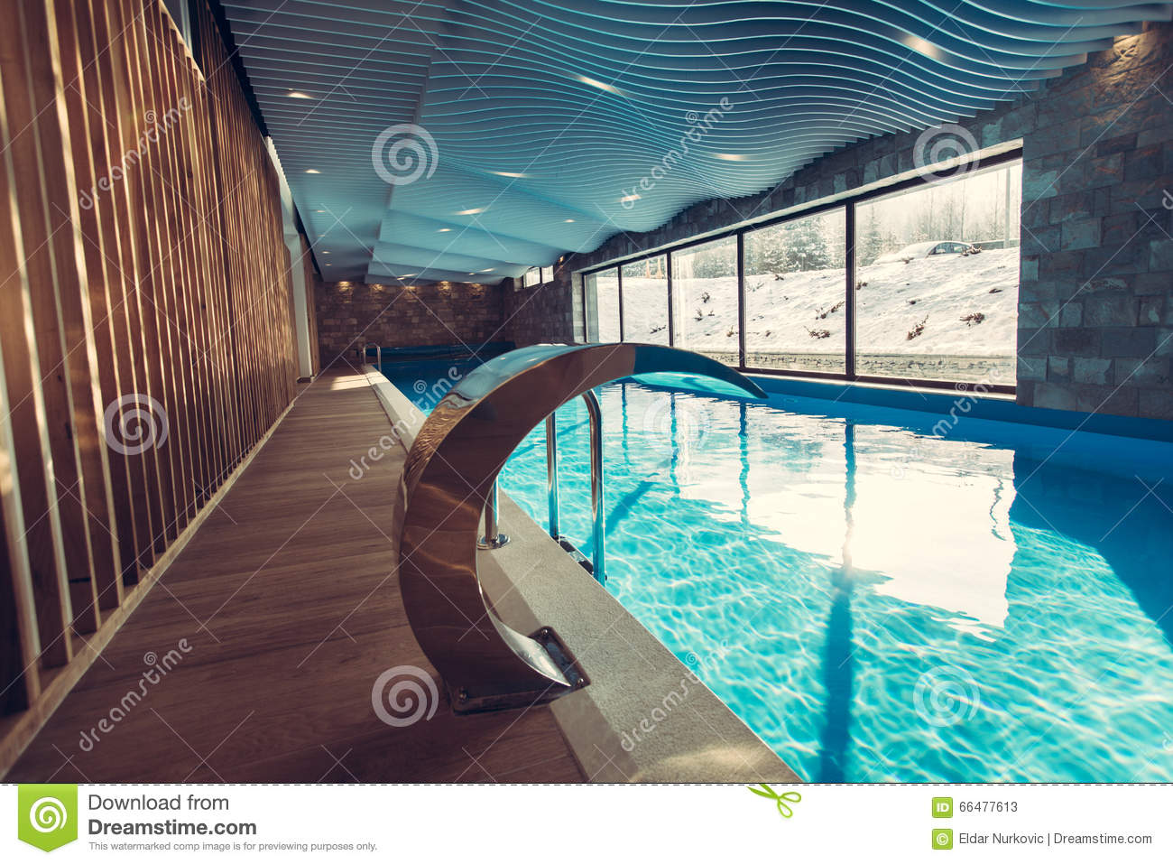 Indoor swimming pool luxus  Exklusiver Swimmingpool In Einem Wellnesshotel Luxus-Resort ...