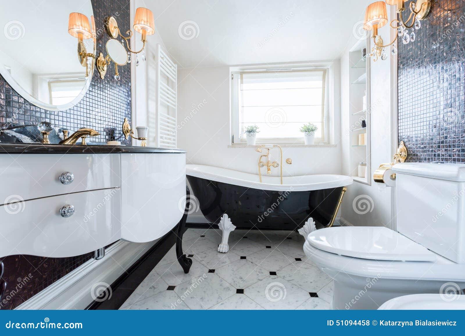 Exklusives Badezimmer In Der Luxusvilla Stockfoto - Bild von luxus ...