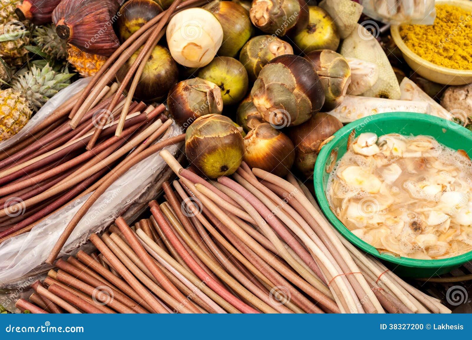 Exotische tropische vruchten en groenten bij aziatische ...