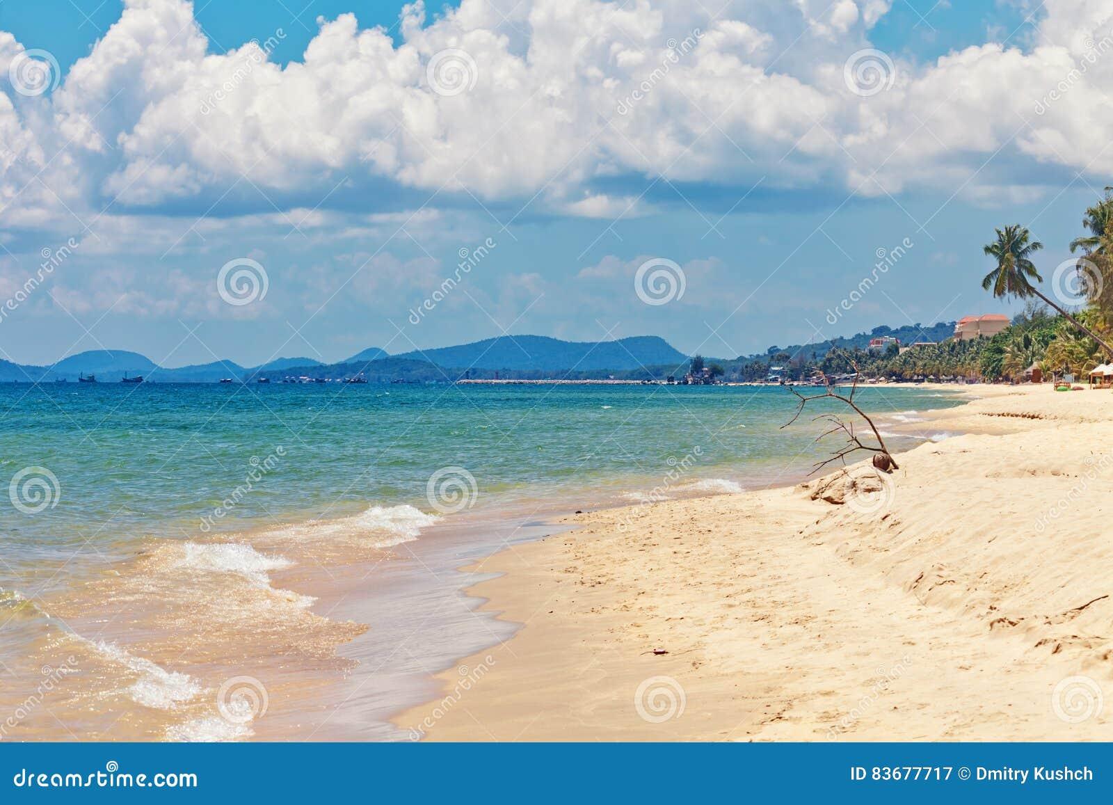 Exotischer tropischer Strand