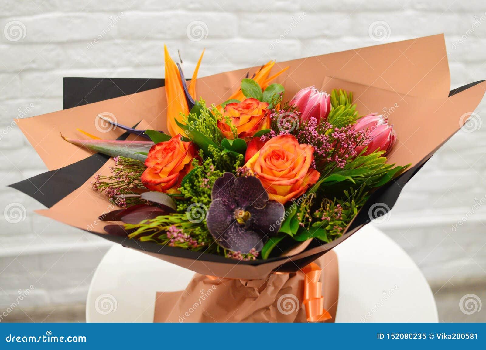 Exotisk original- bukett av blommor