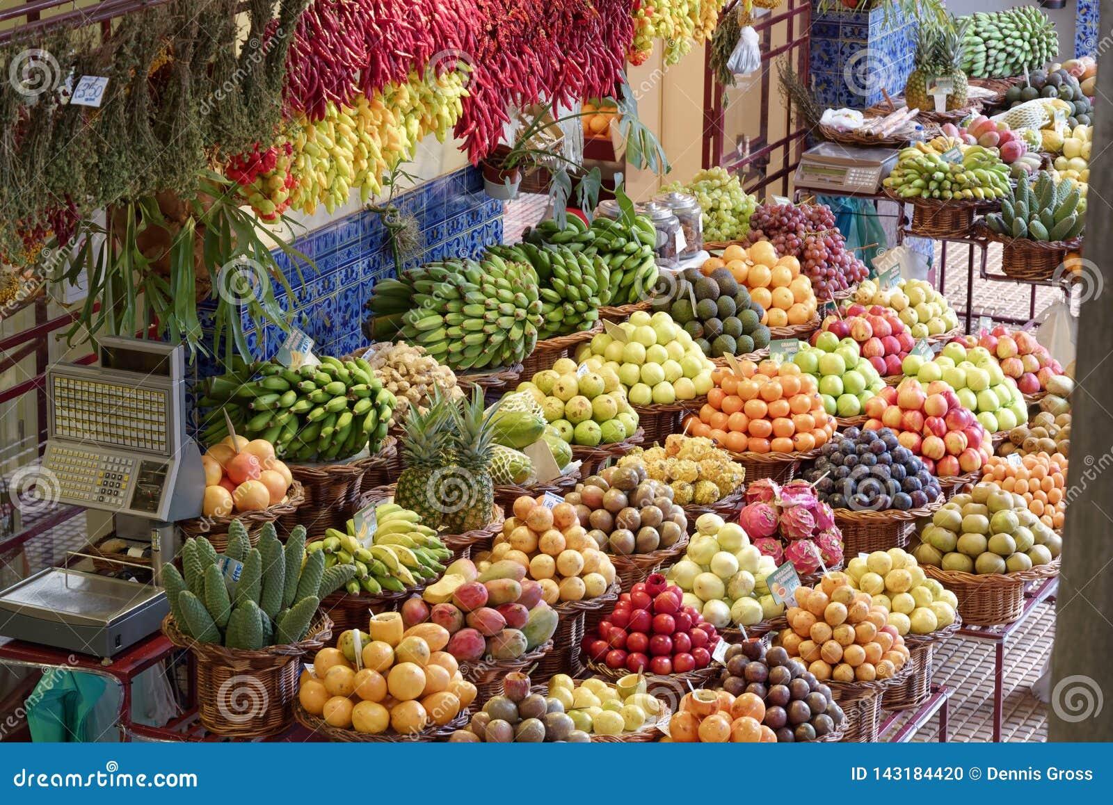Exotiska frukter i marknadsMercado DOS Lavradores, Funchal, madeira
