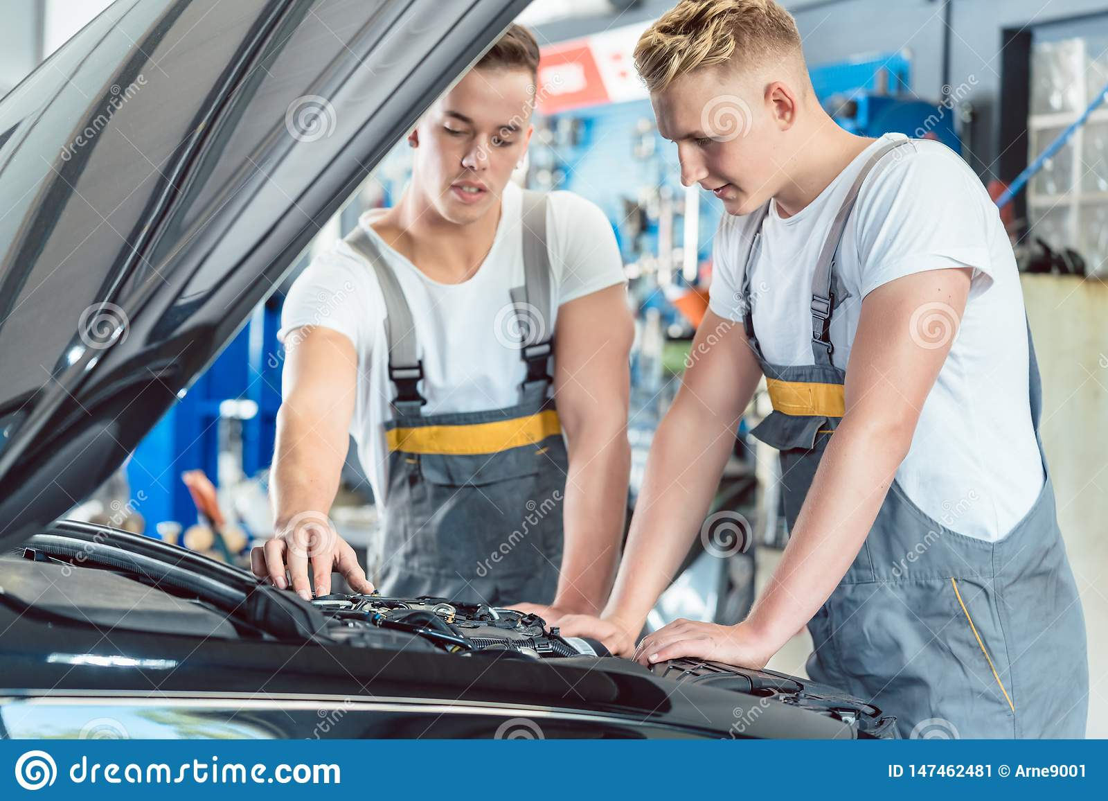 Reliable Auto Mechanics >> Experienced Auto Mechanic Checking The Parts Of A Car In A