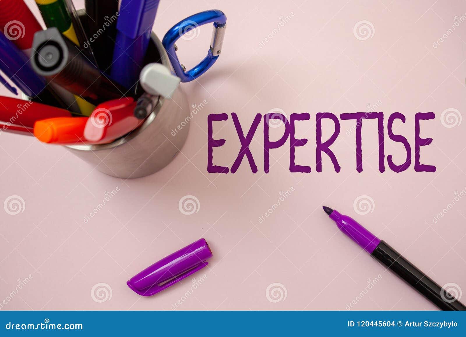 Experiencia de la escritura del texto de la escritura Habilidad o conocimiento experta del significado del concepto en un backgr