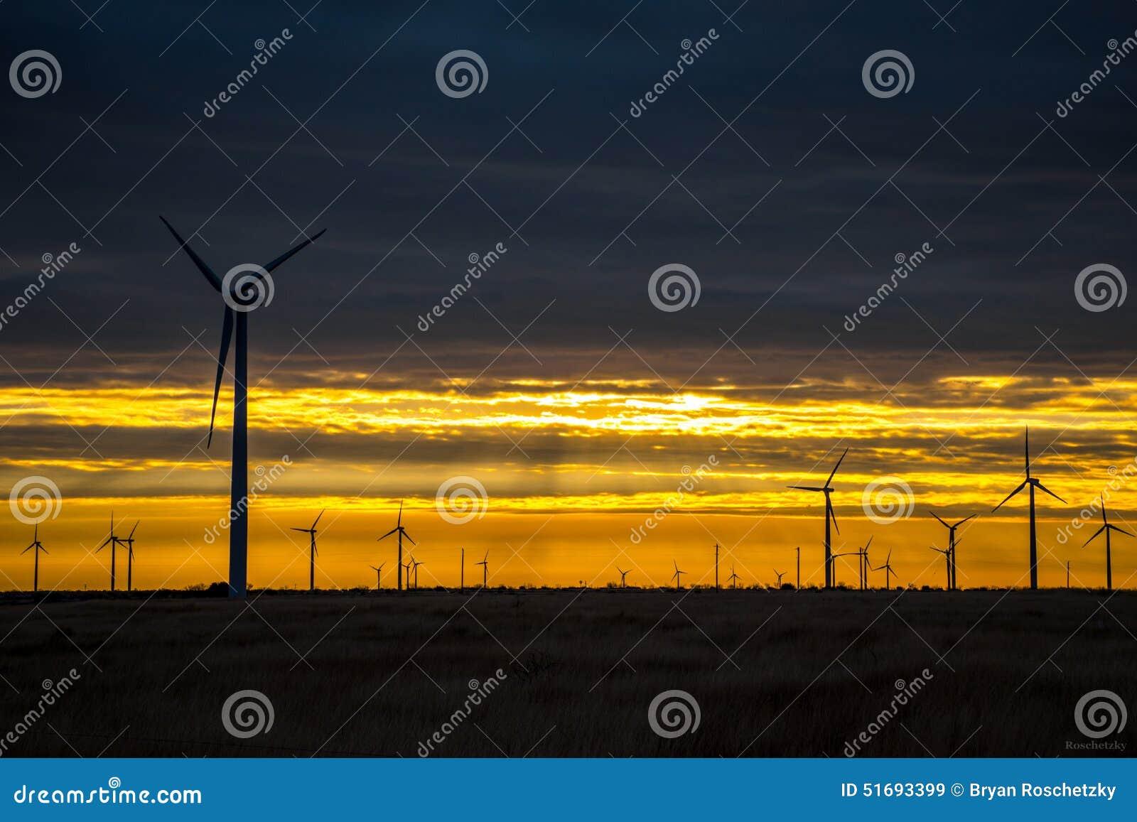 Exploração agrícola Texas Sunrise Sunset ocidental da turbina eólica