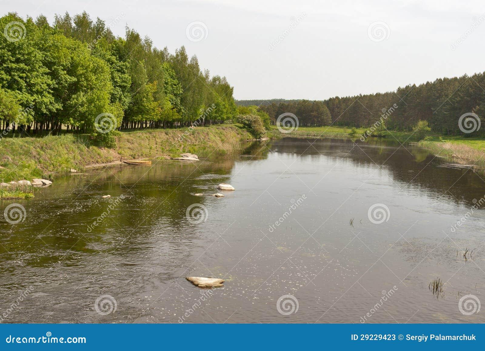 Download Explorador De Saída De Quadriculação Liso Do Rio, Ucrânia. Imagem de Stock - Imagem de conservation, grama: 29229423
