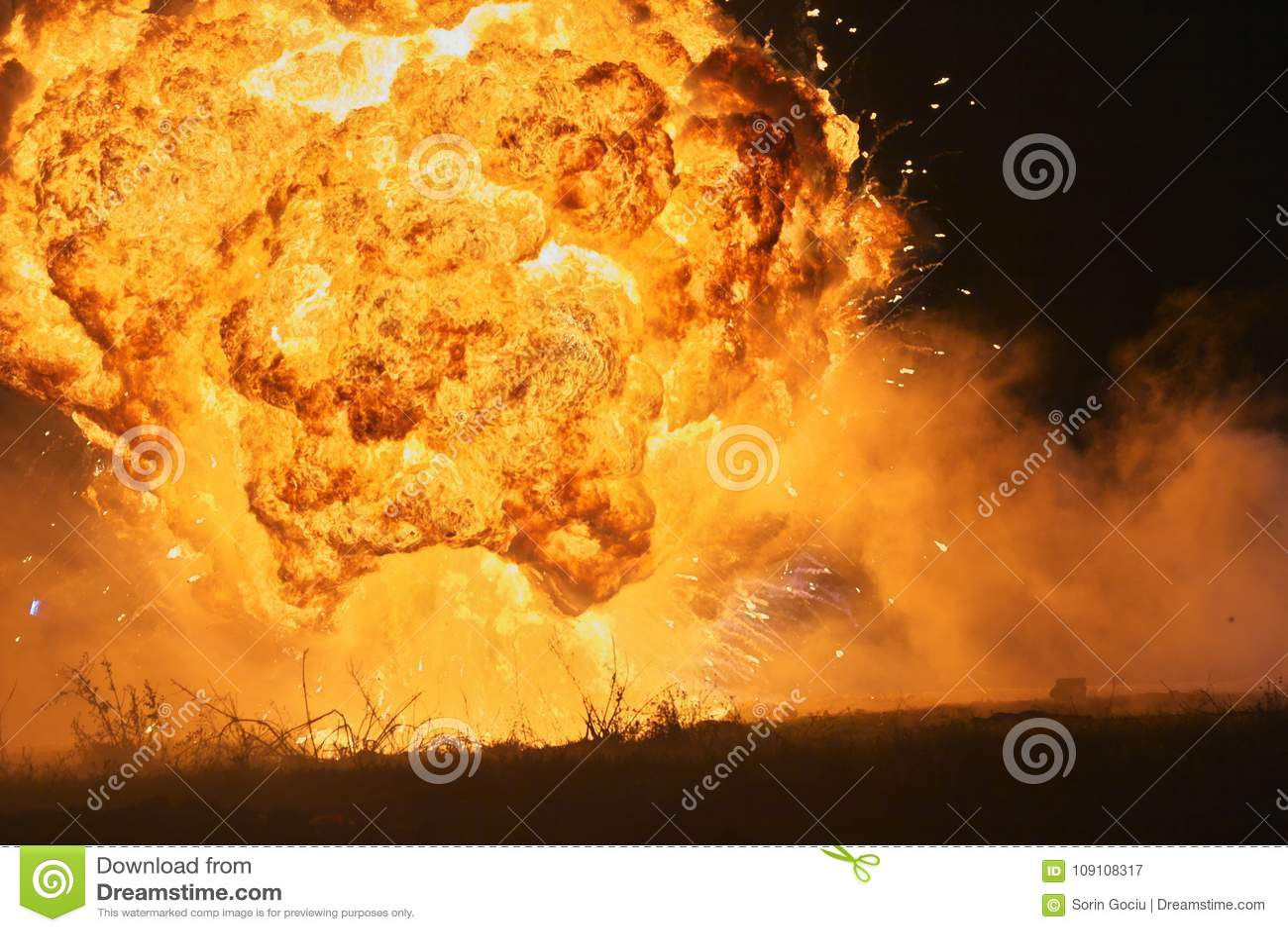 Explosión con la bola de fuego grande 01