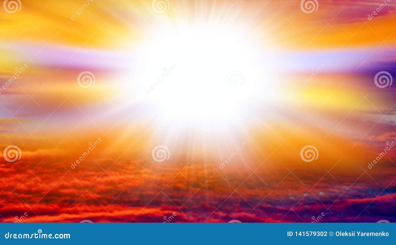 Explosión grande abstracta Luz del cielo Fondo de la religión Nube hermosa Cielo del fondo en la puesta del sol y el amanecer