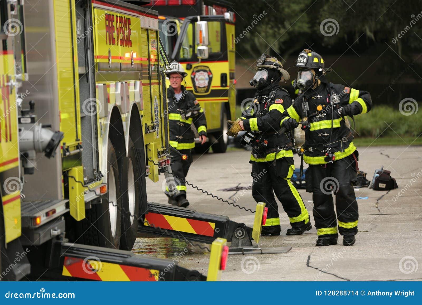 Explosie bij Inspectoraat Amerika een bedrijf in corporexpark in Tamper, FL 8 oktober, 2018 een Mens was brandwond met een mogeli