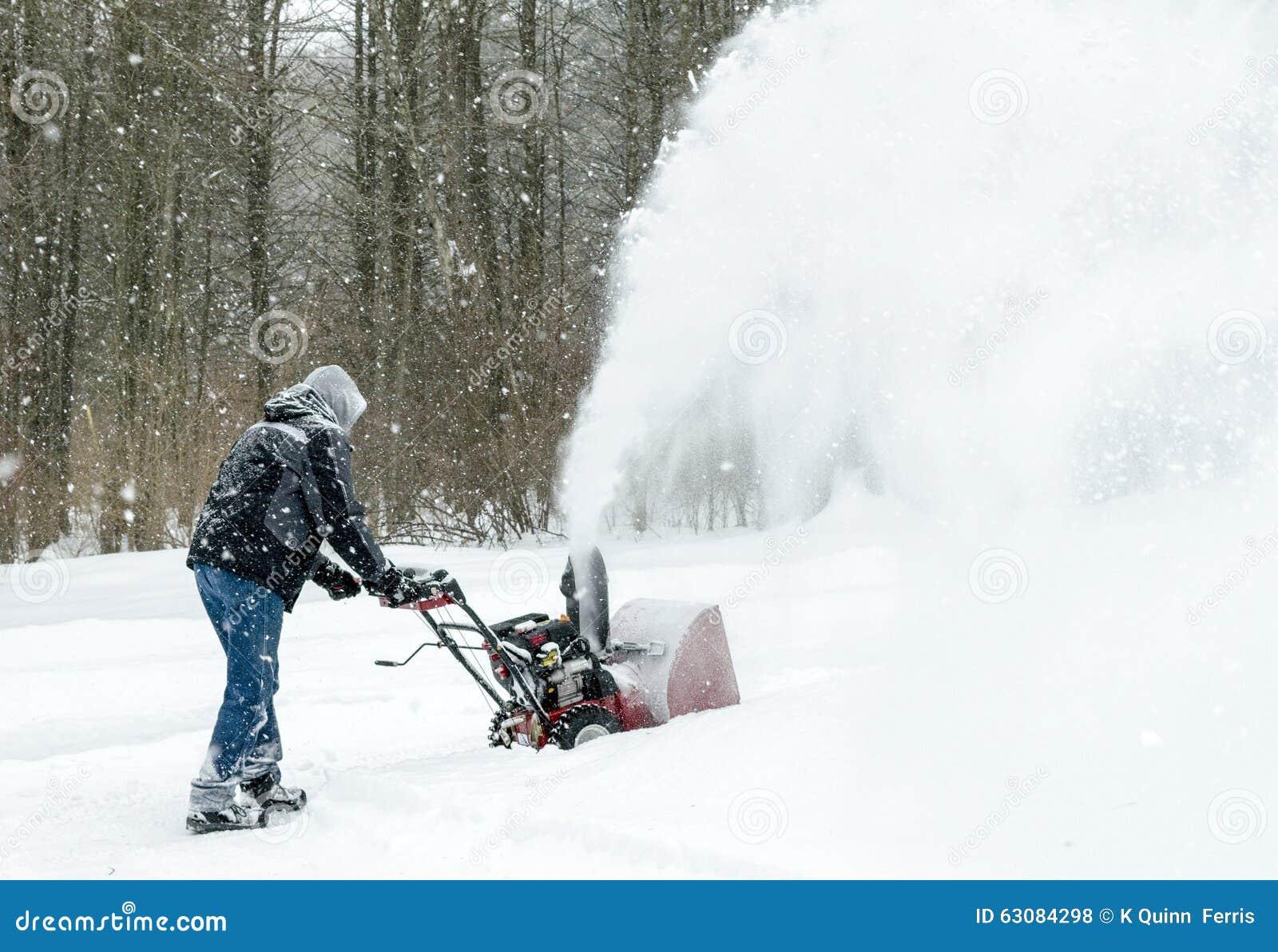 Download Explosion De Neige Une Tempête Photo stock - Image du snowblower, clear: 63084298