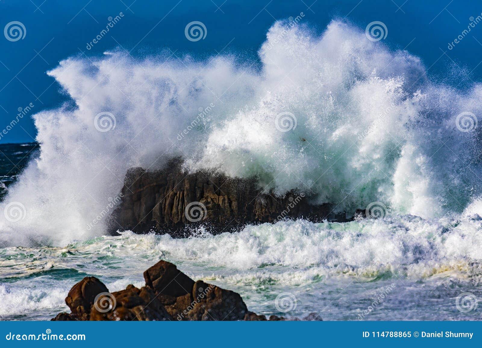Explosiones del agua del océano