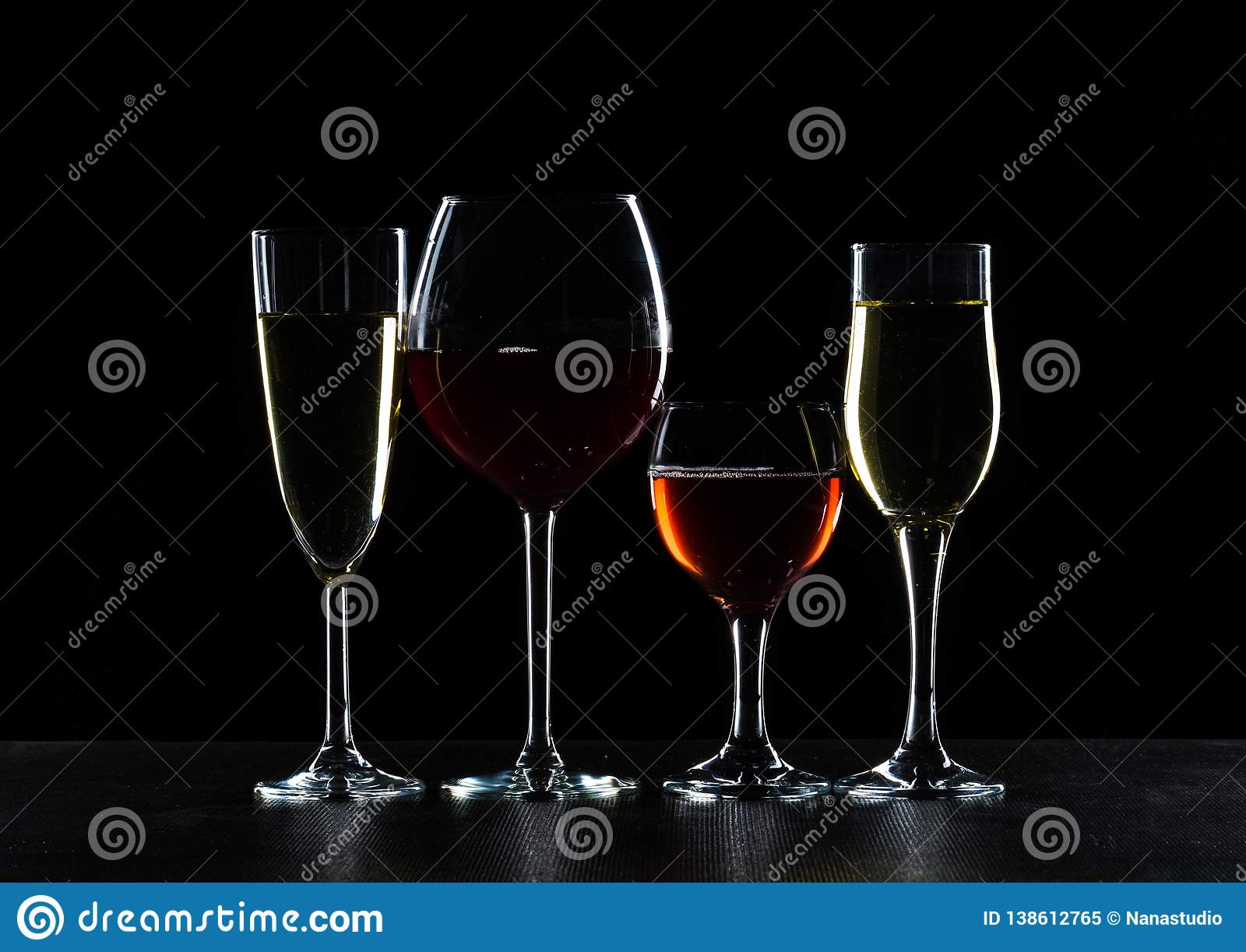 Exponeringsglas av vin i mörker