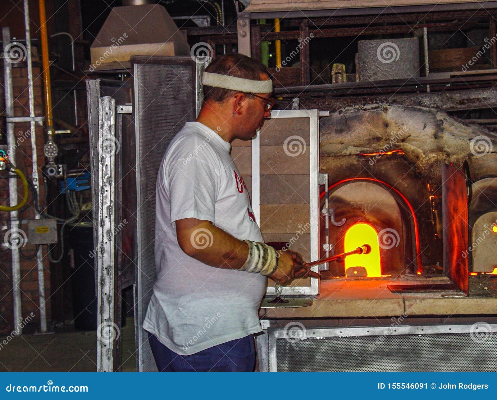 Exponeringsglas för uppvärmning för exponeringsglasblåsare inom en ugn, Venedig