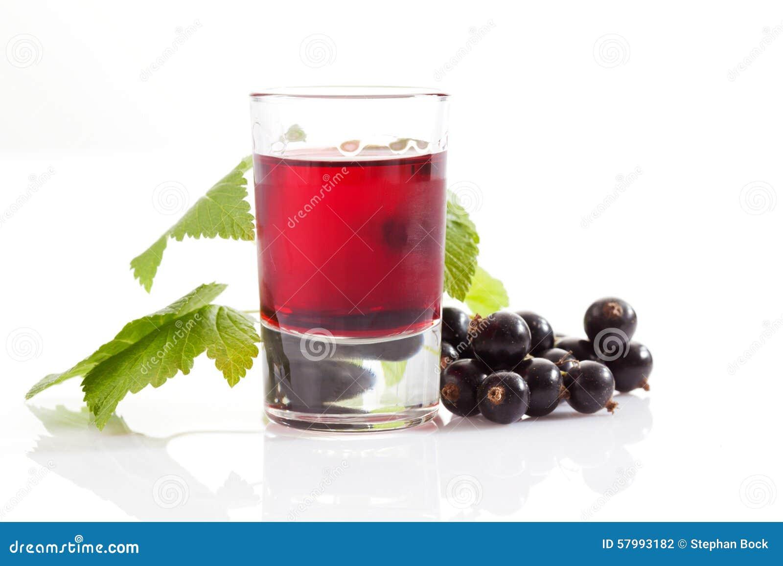 Exponeringsglas med genever, svarta vinbär