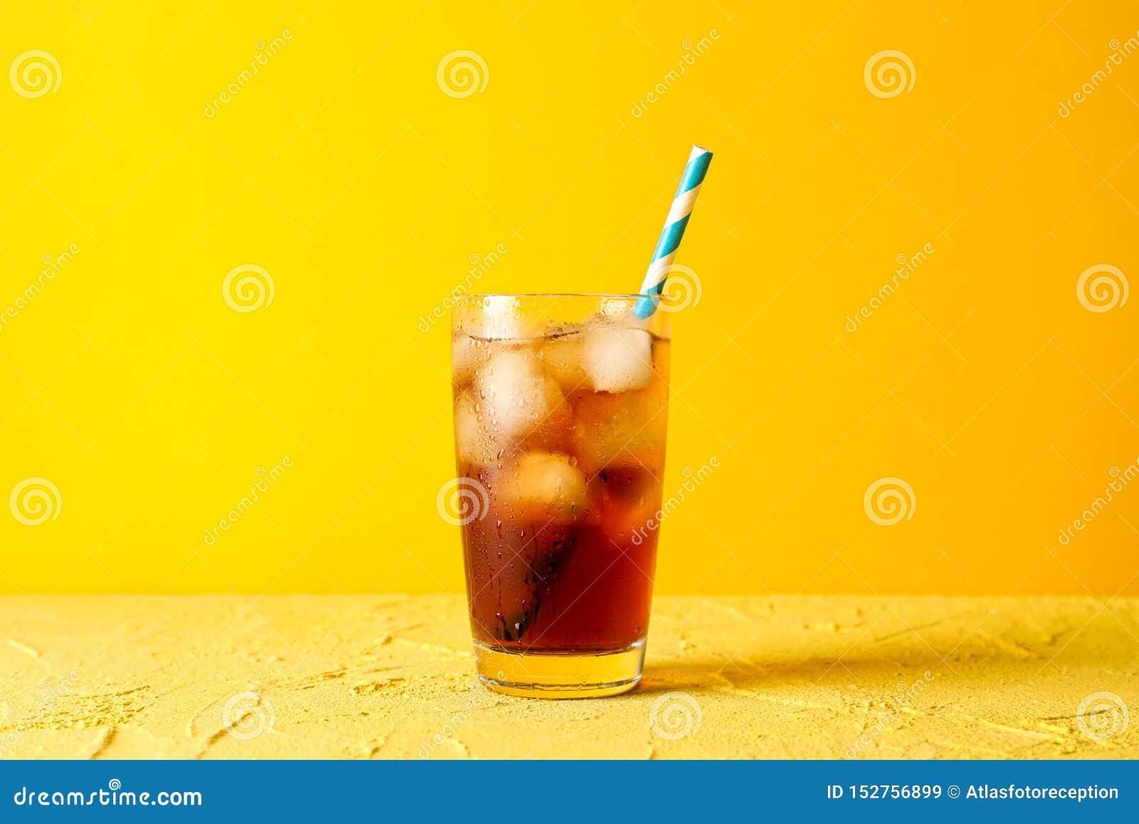 Exponeringsglas med kall cola och tubulen