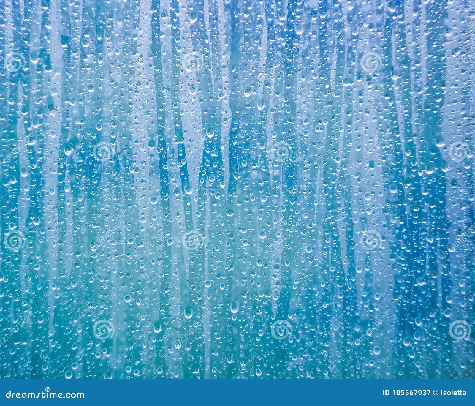 Exponeringsglas med vatten tappar kondensation