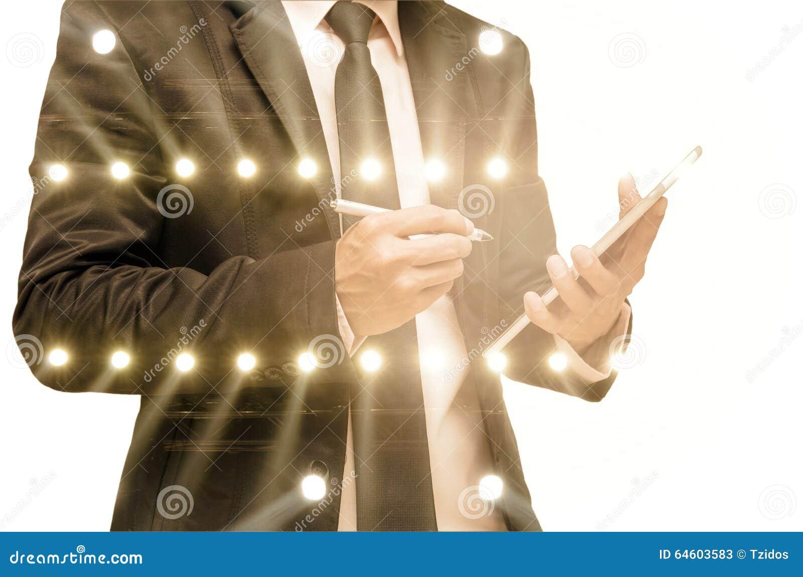 Exposición doble del hombre de negocios con la iluminación del concierto del st