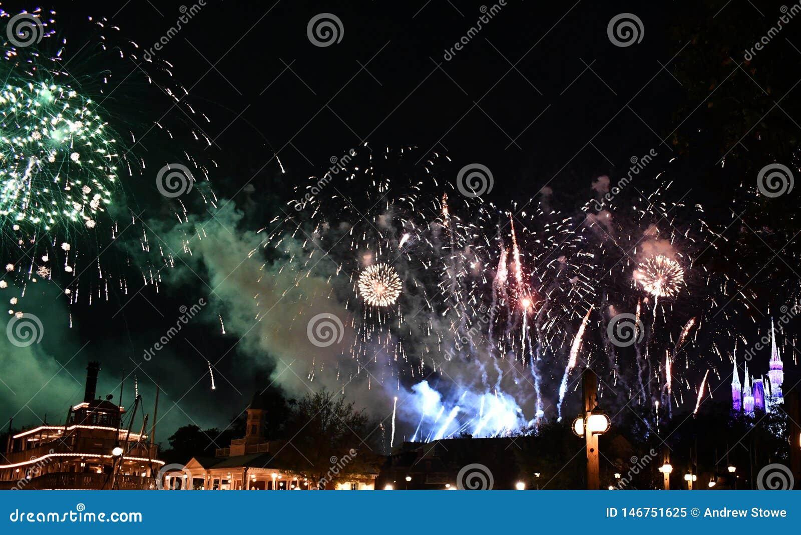 Exposition de feu d artifice de Spectaculare par le lac