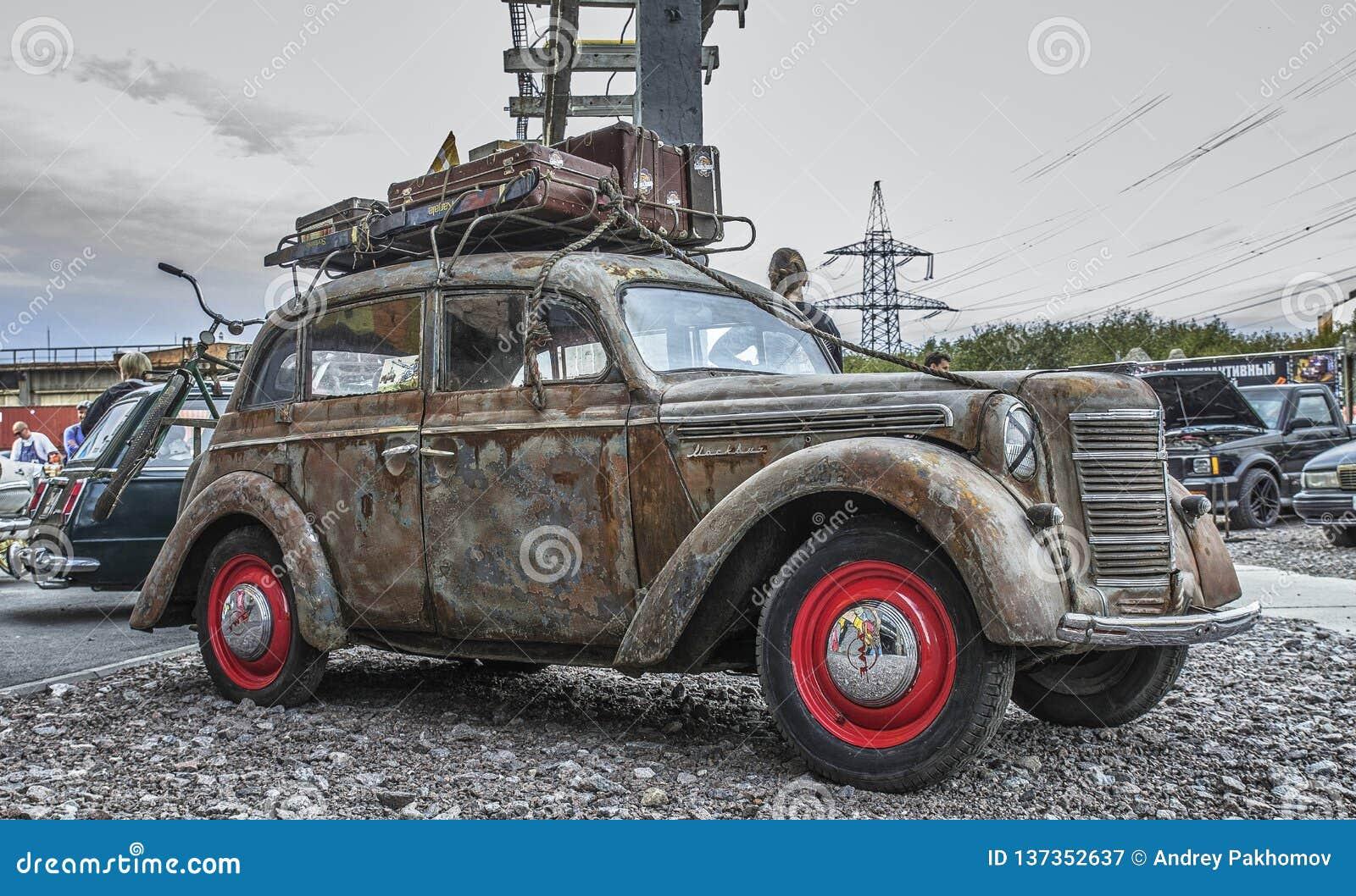 Exposition de St Petersburg des voitures rétro voiture vieille Industrie automobile soviétique