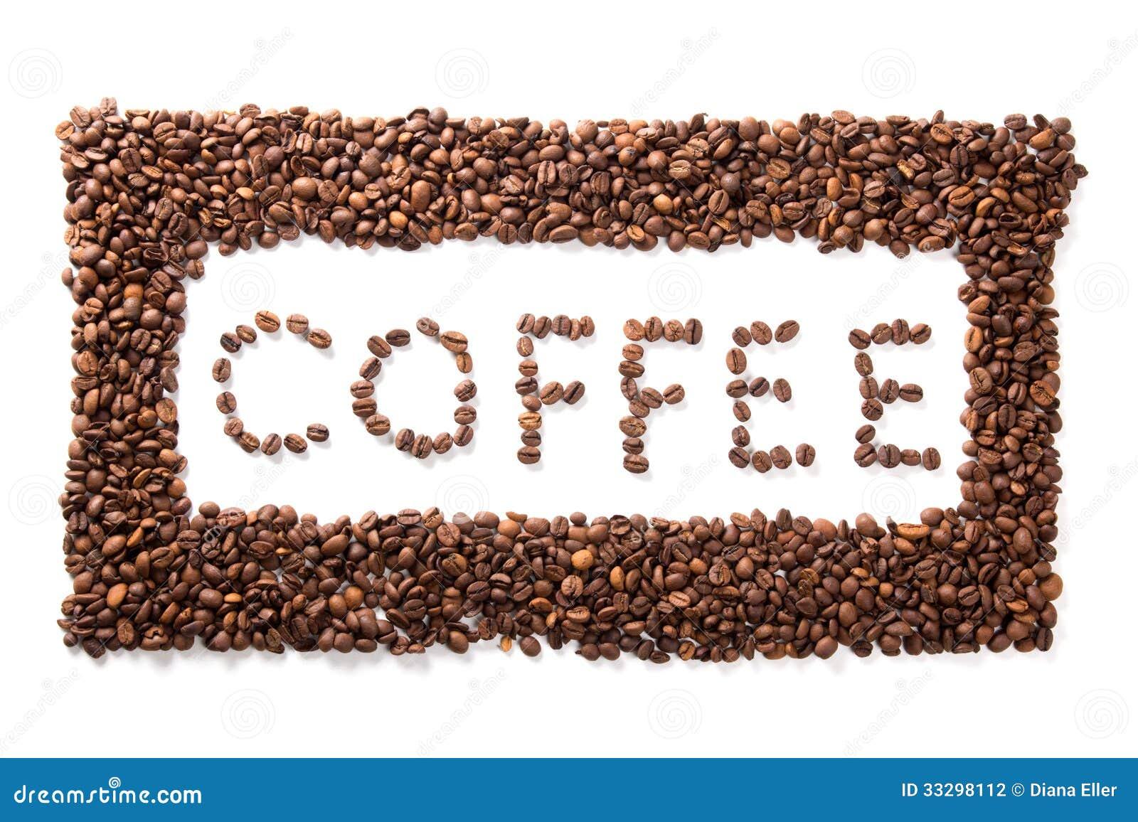 Exprimez le café dans le cadre, haricots rôtis au-dessus du fond blanc