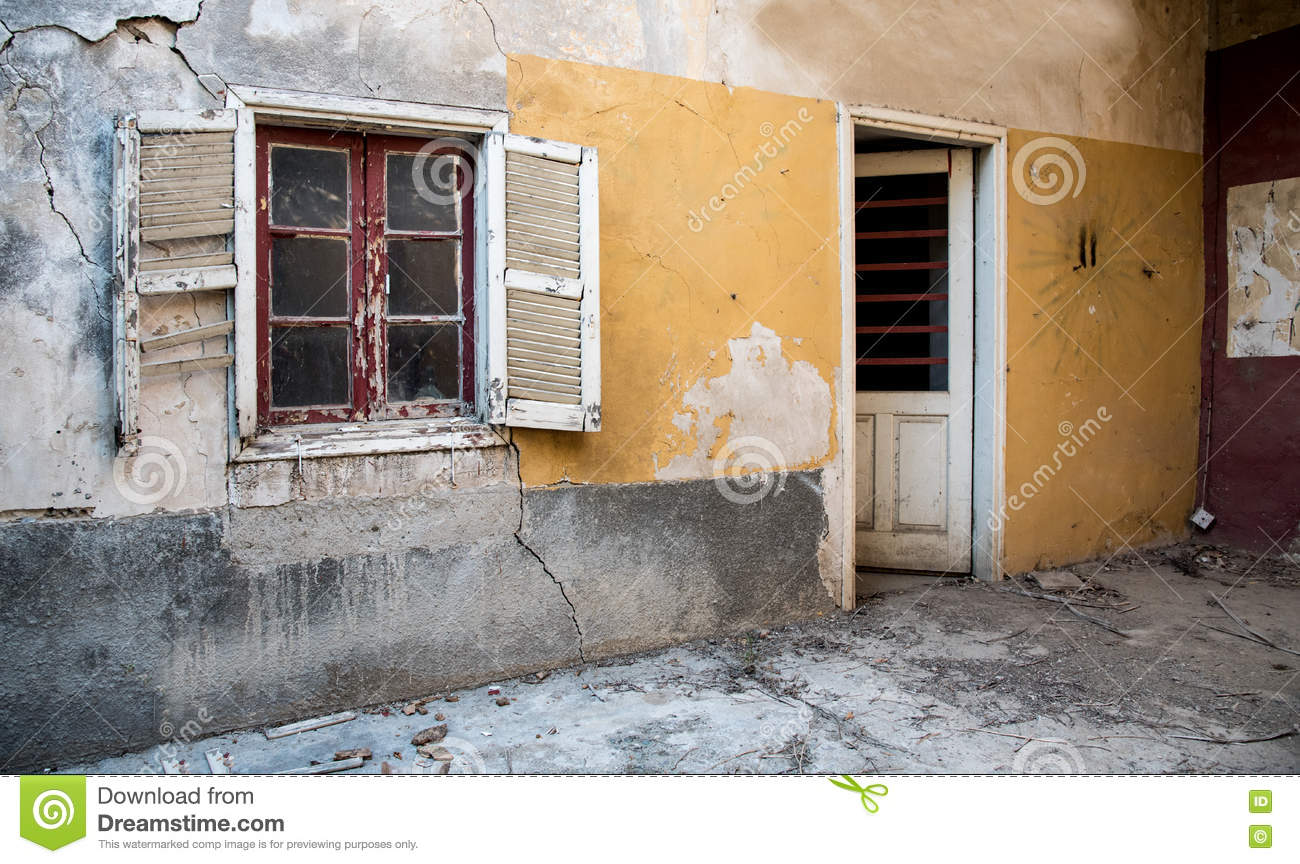 Ext rieur abandonn abandonn d 39 une maison photo stock for Exterieur d une maison