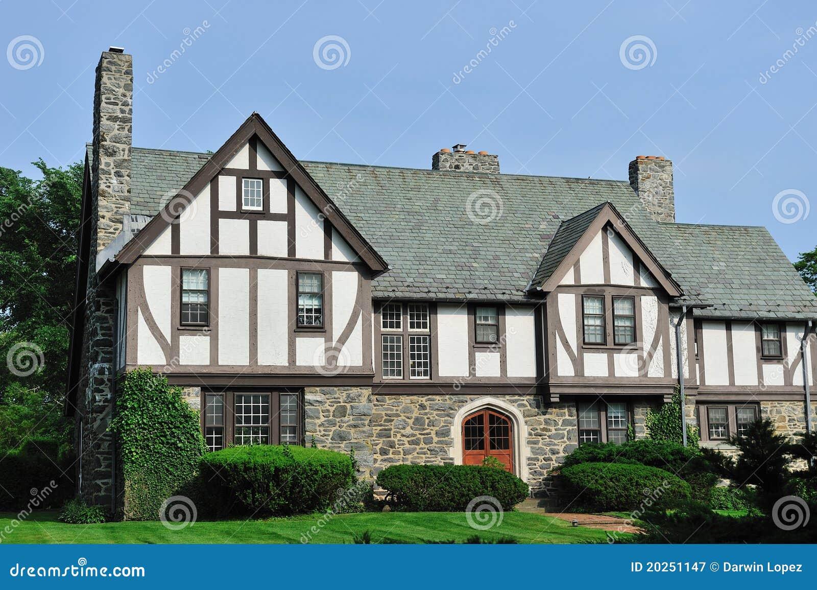 Extérieur anglais de maison de Tudor