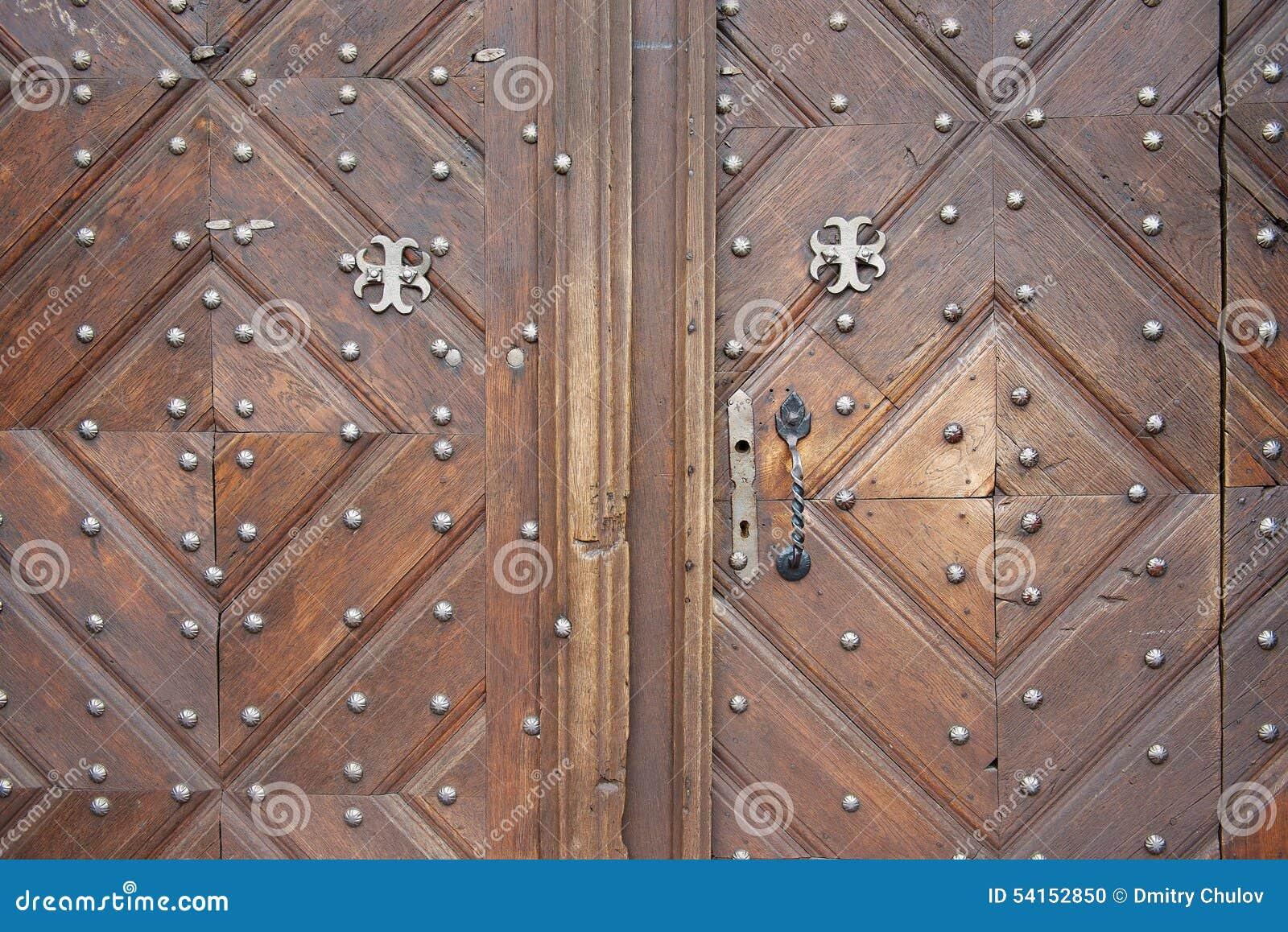 Ext rieur de la vieille porte en bois vilnius lithuanie photo stock imag - Vieille porte en bois ...