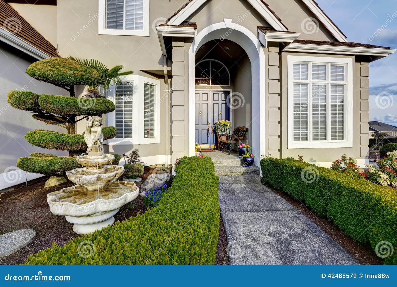 Porche D Entrée Maison Contemporaine extérieur de luxe de maison vue de porche d'entrée image