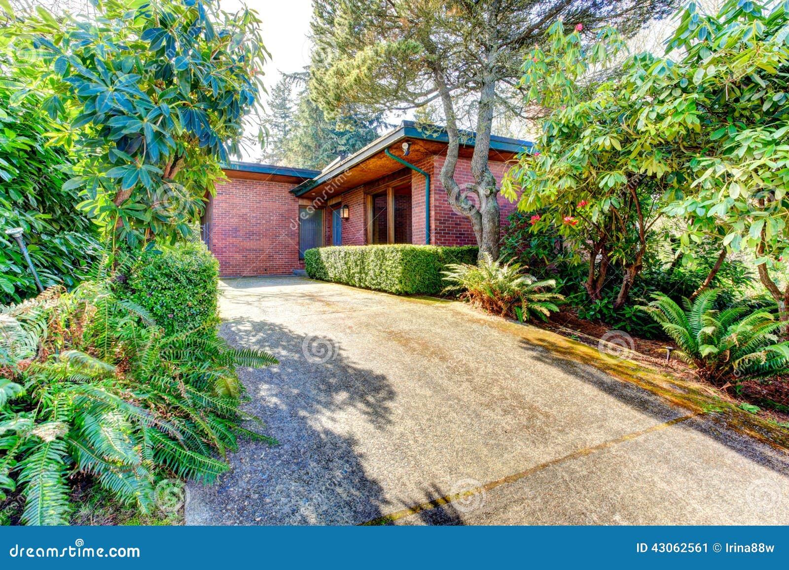 Ext rieur de maison de brique vue de porte et de passage for Brique exterieur maison