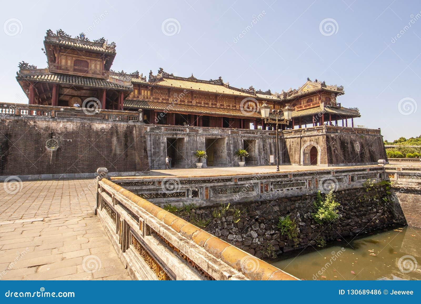 Extérieur de Ngo Mon Gate, une partie de la citadelle en ancienne capitale vietnamienne Hué, Vietnam central, Vietnam