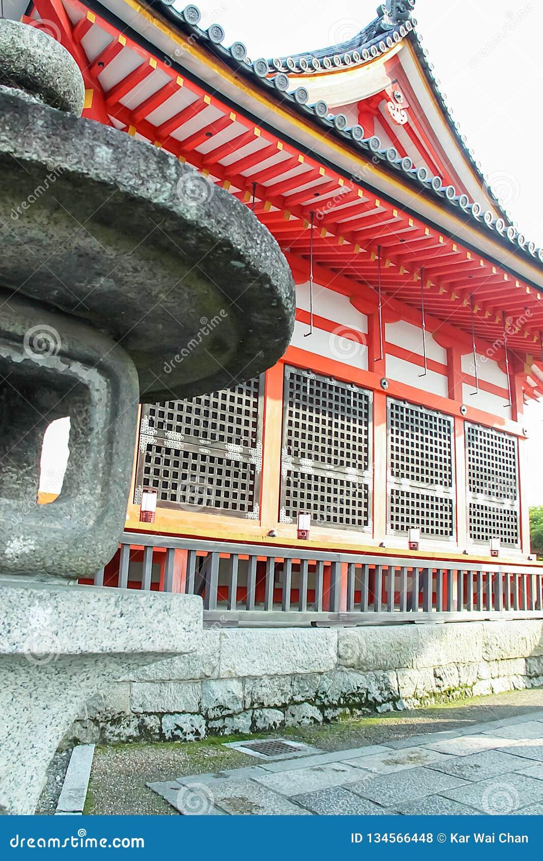 Extérieur de temple de Kiyomizu-dera