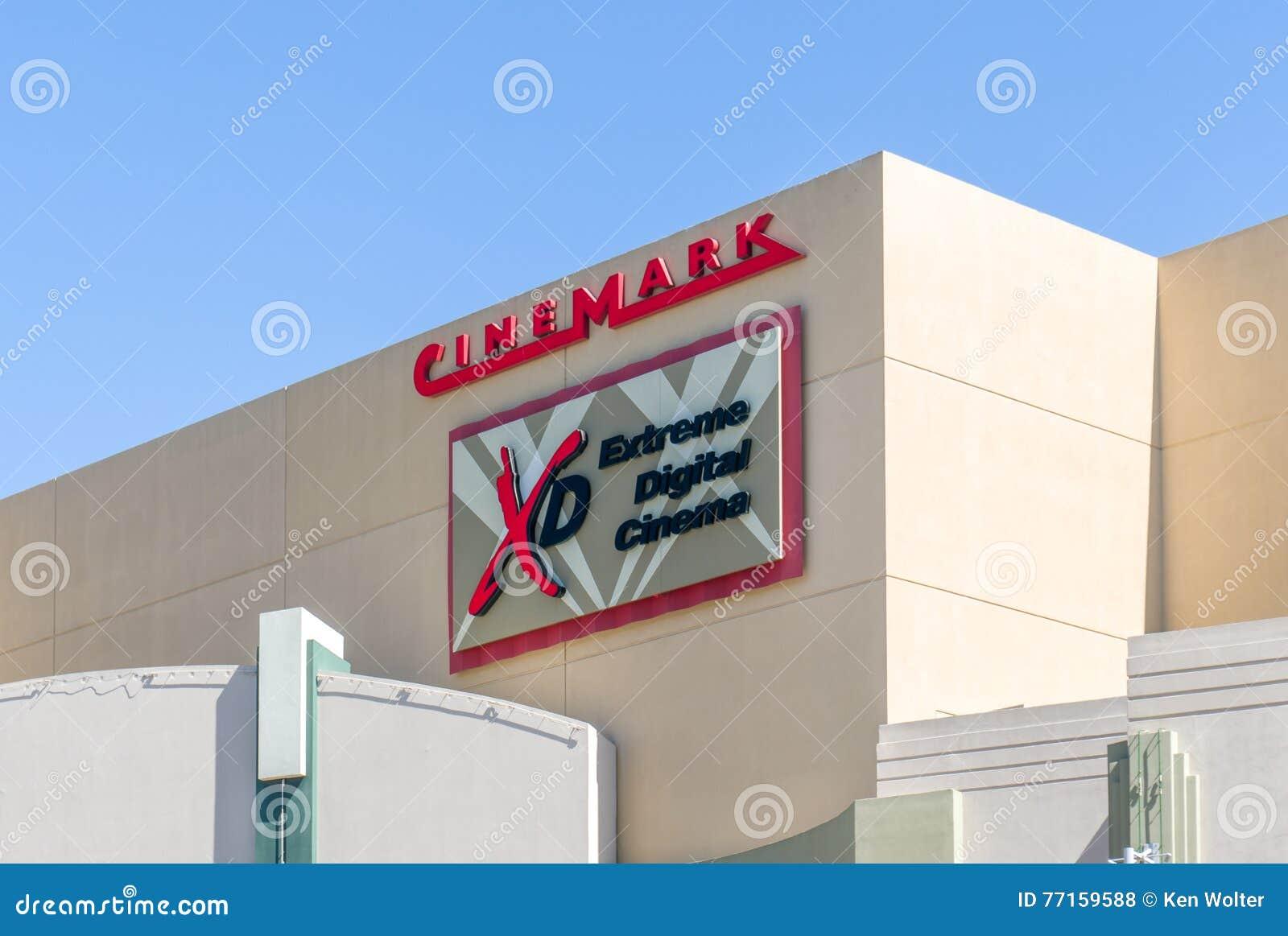 Extérieur et logo de salle de cinéma de Cinemark