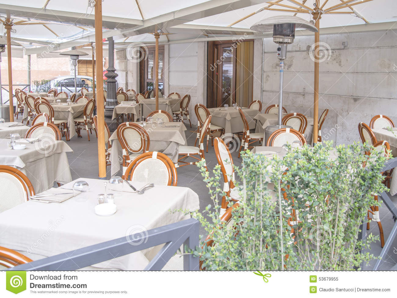 Ext rieur italien de restaurant photo stock image 53679955 for Exterieur italien