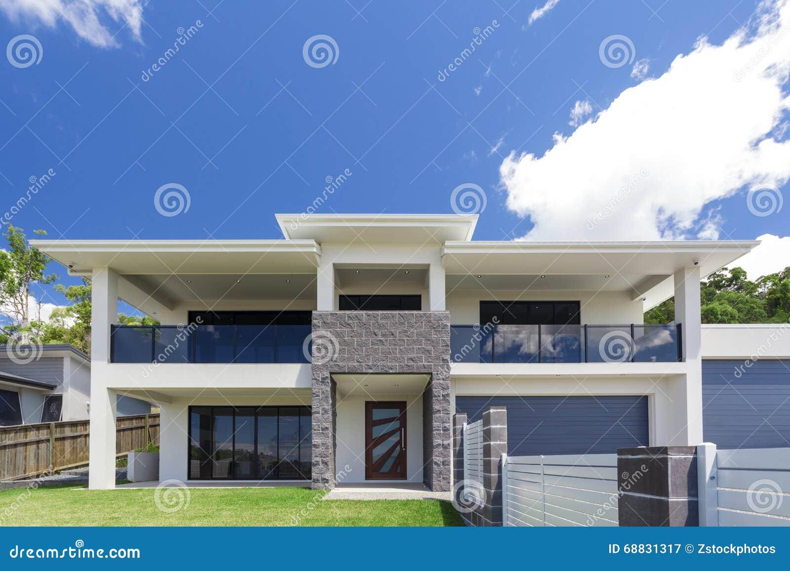 Extérieur Moderne De Maison Image stock - Image du réel, extérieur ...