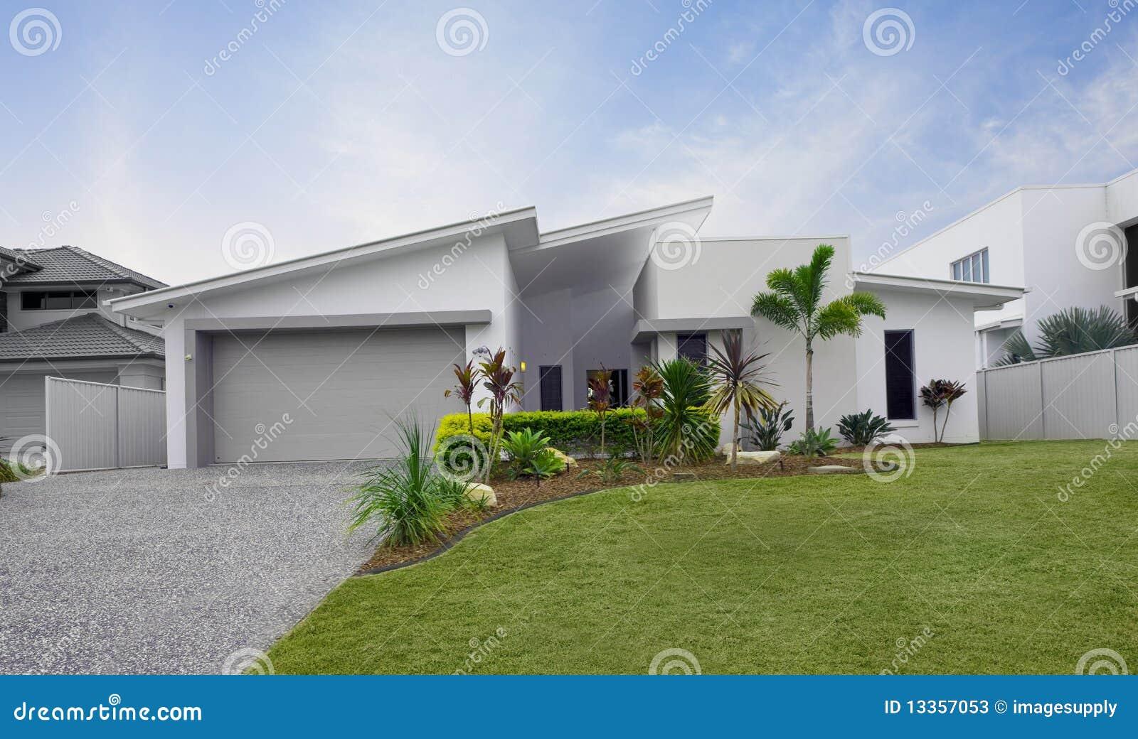 Ext rieur moderne de maison urbaine photos stock image for Maison moderne urbaine