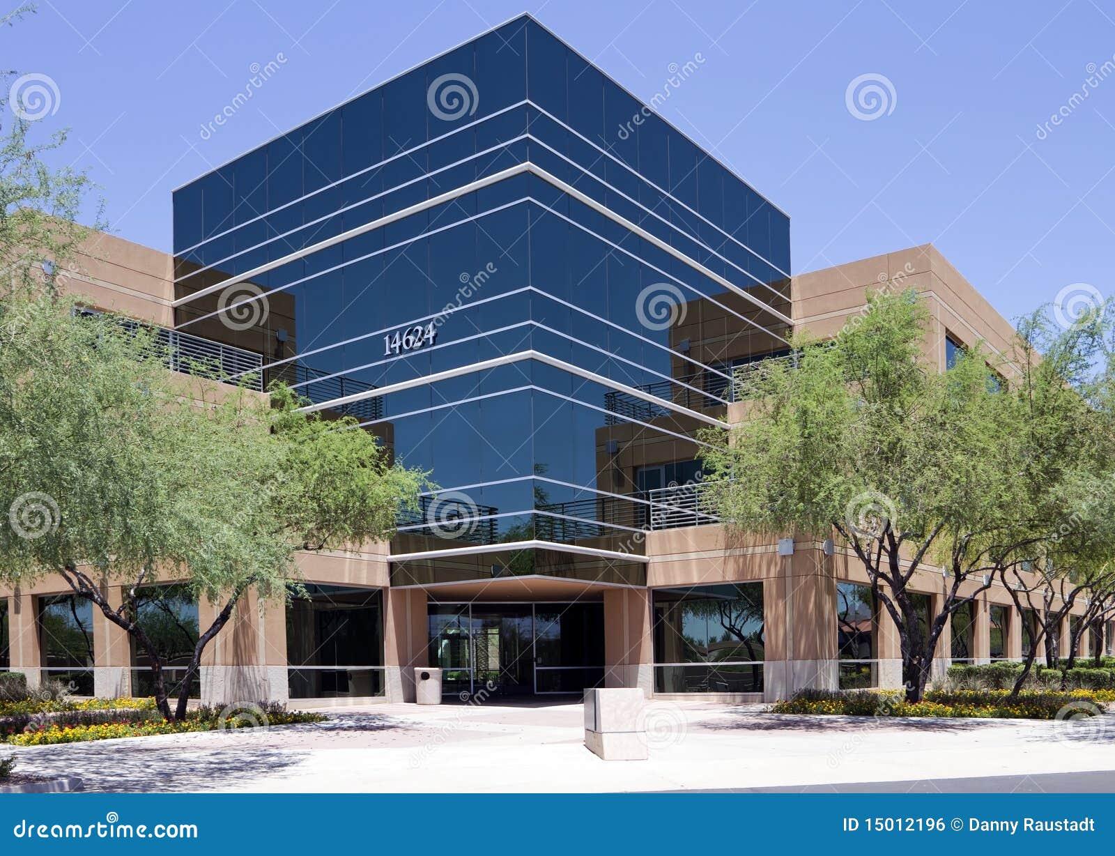 Extérieur moderne neuf d immeuble de bureaux de corporation