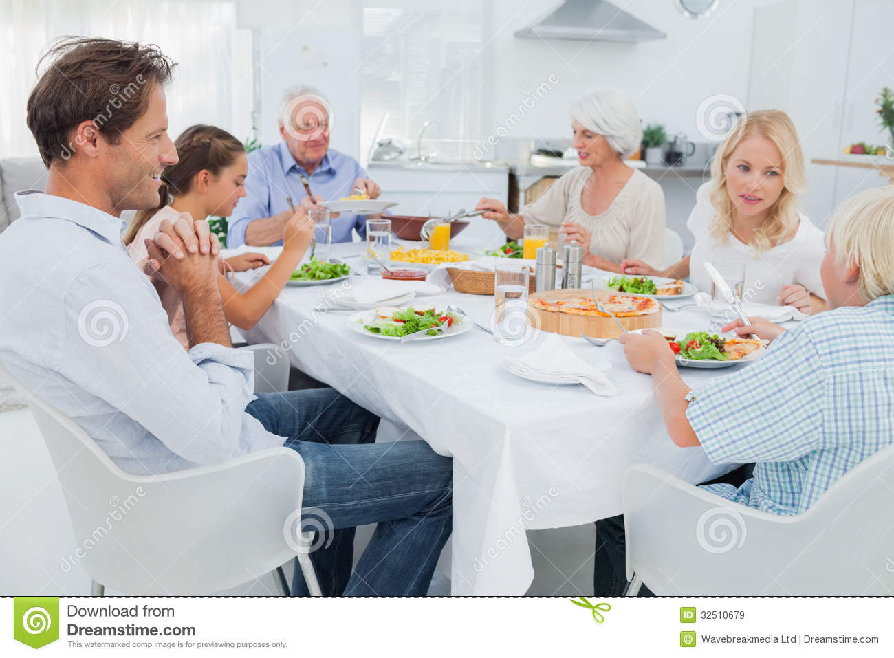 Extended Family At The Dinner Table Royalty Free Stock  : extended family dinner table kitchen 32510679 from www.dreamstime.com size 1300 x 957 jpeg 128kB