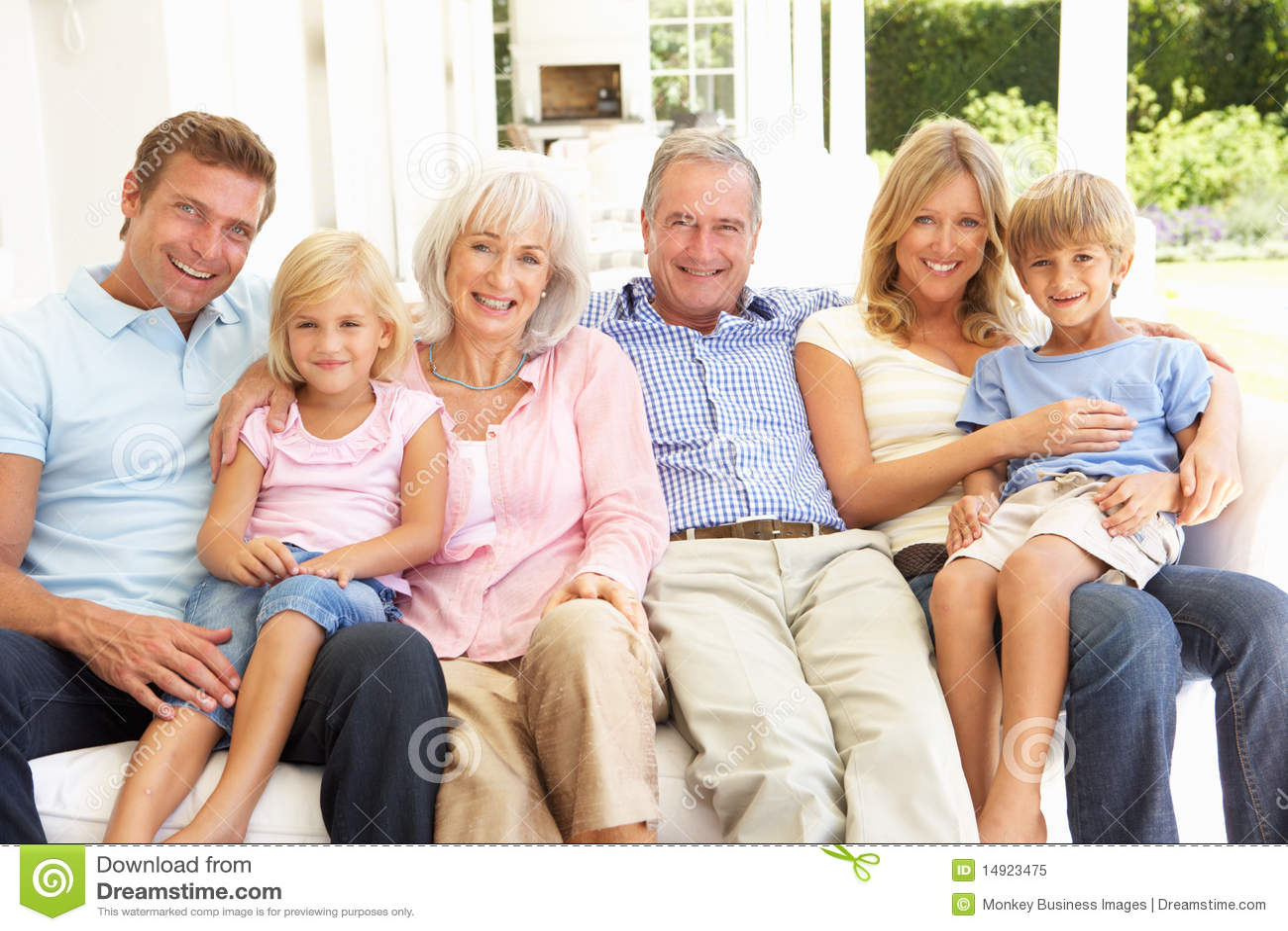 Фото семья с детьми с бабушкой дедушкой