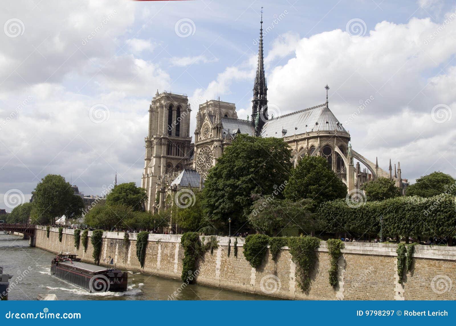 Exterior apse notre dame cathedral paris royalty free for Exterior notre dame