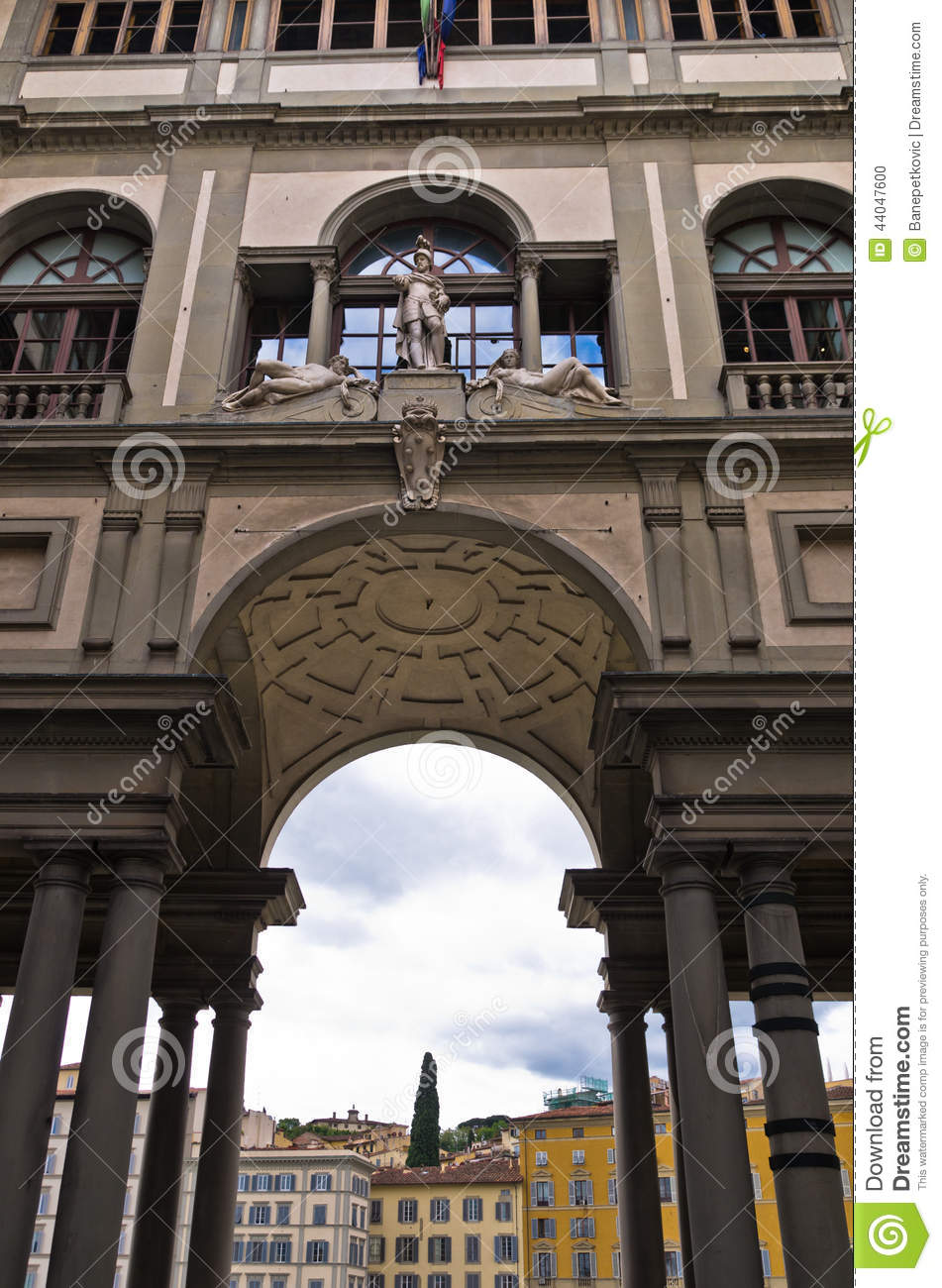 Exterior building detail of gallery uffizi florence for Is florence in tuscany