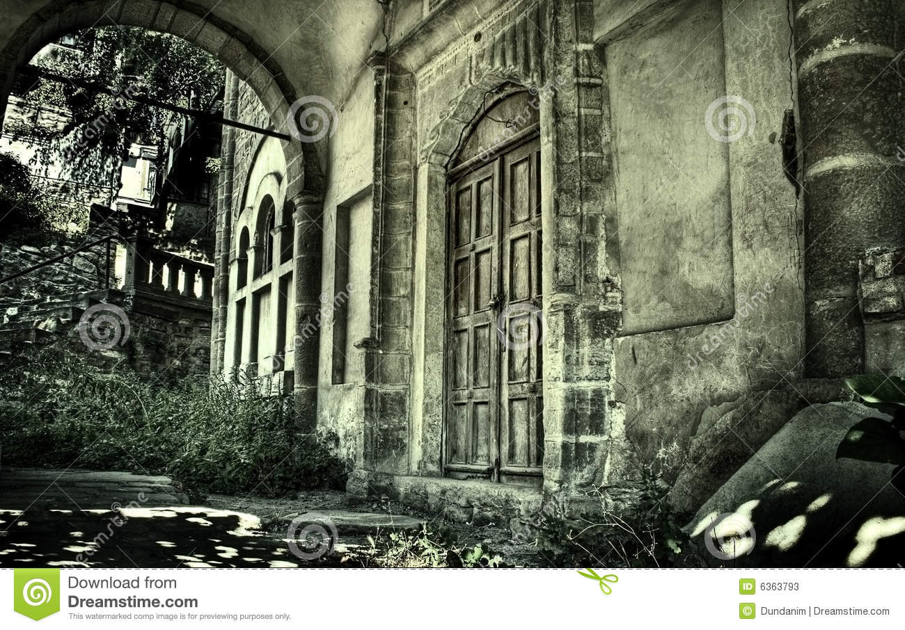Inside front door clipart - Exterior Of Creepy Abandoned Old House Stock Photos