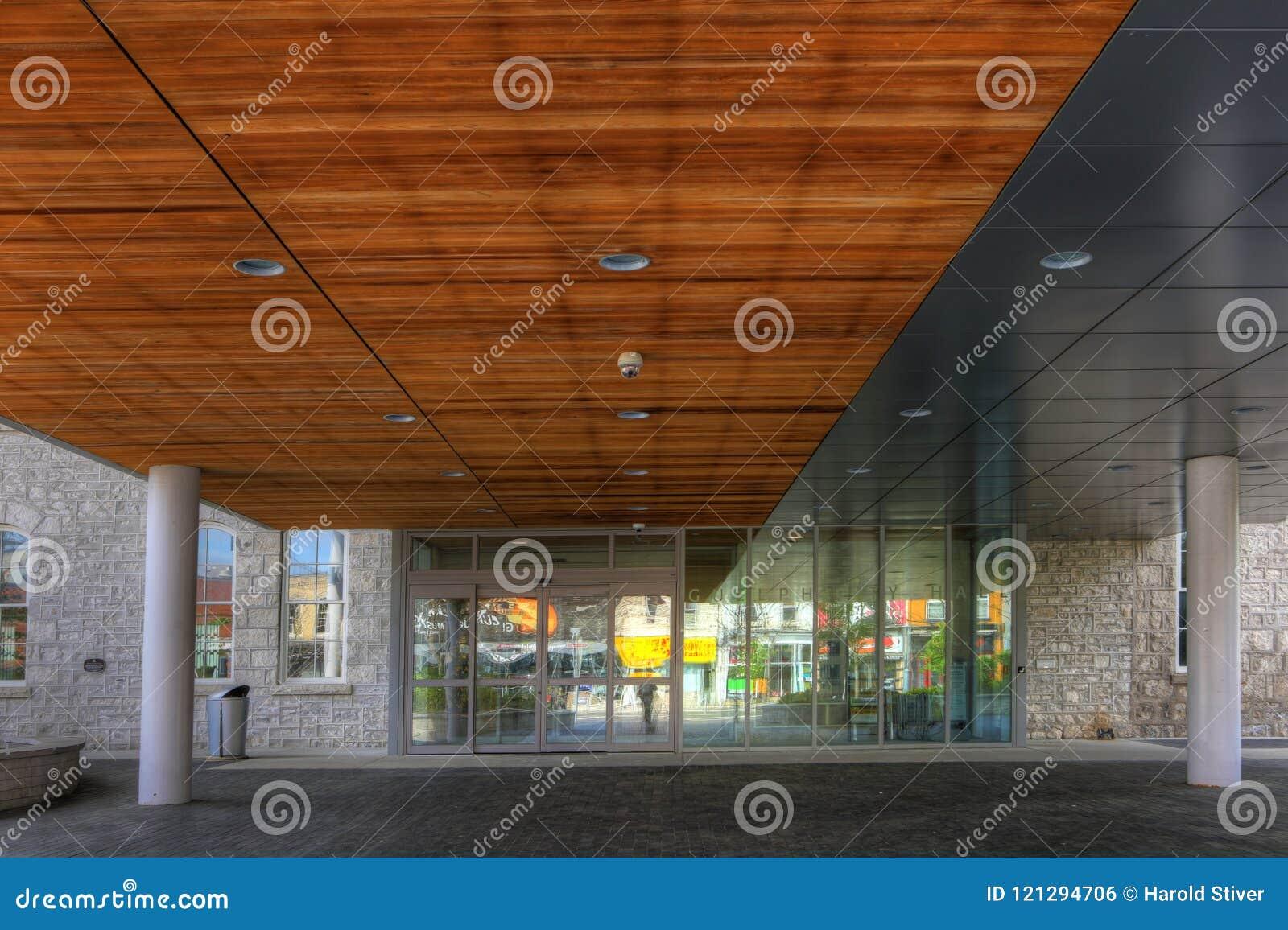 Exterior da câmara municipal em Ontário, Canadá de Guelph