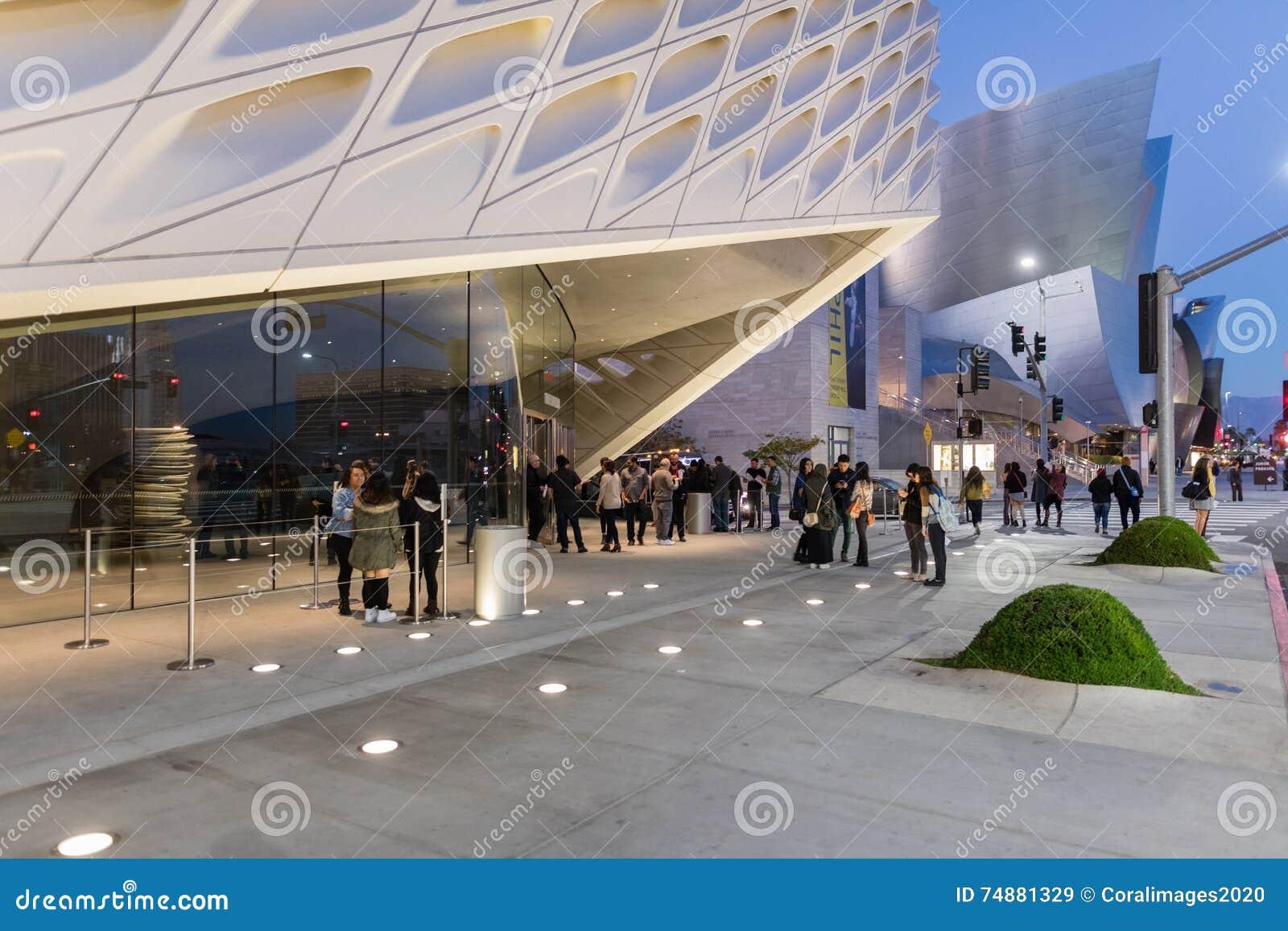 Exterior de Art Museum contemporâneo largo