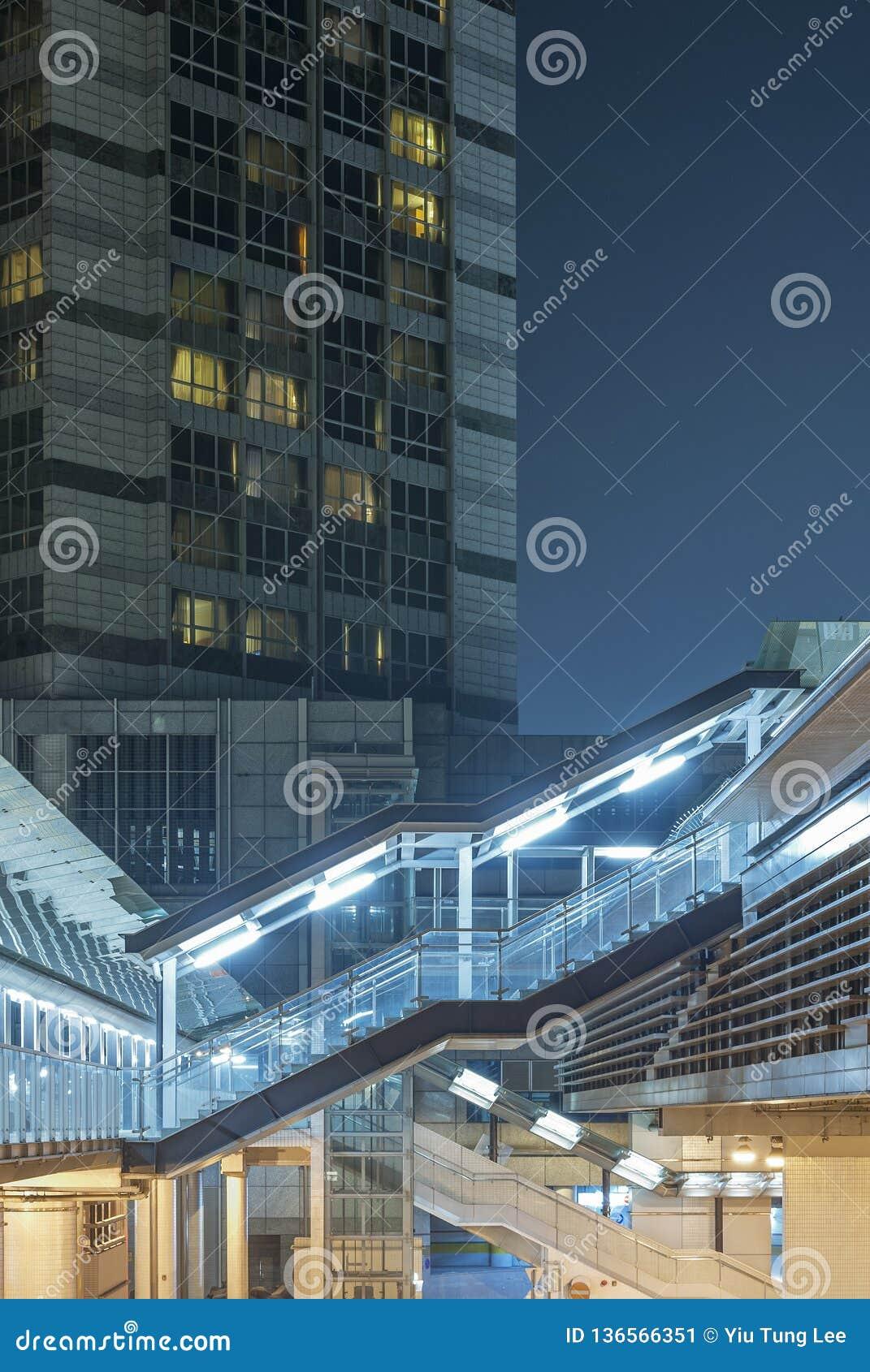 Exterior del alto edificio de la subida
