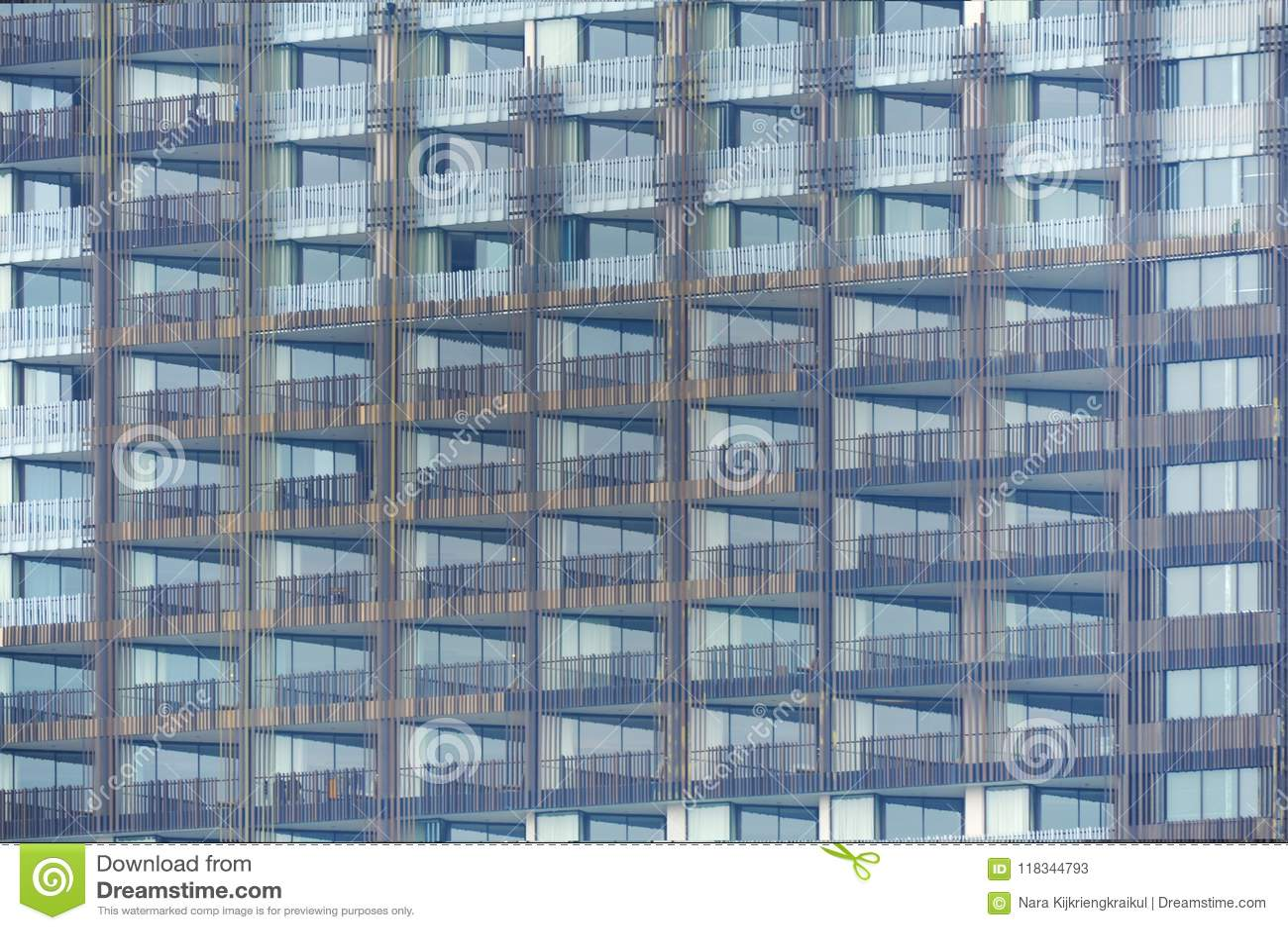 Exterior Del Edificio Con Muchas Ventanas De La Terraza Del