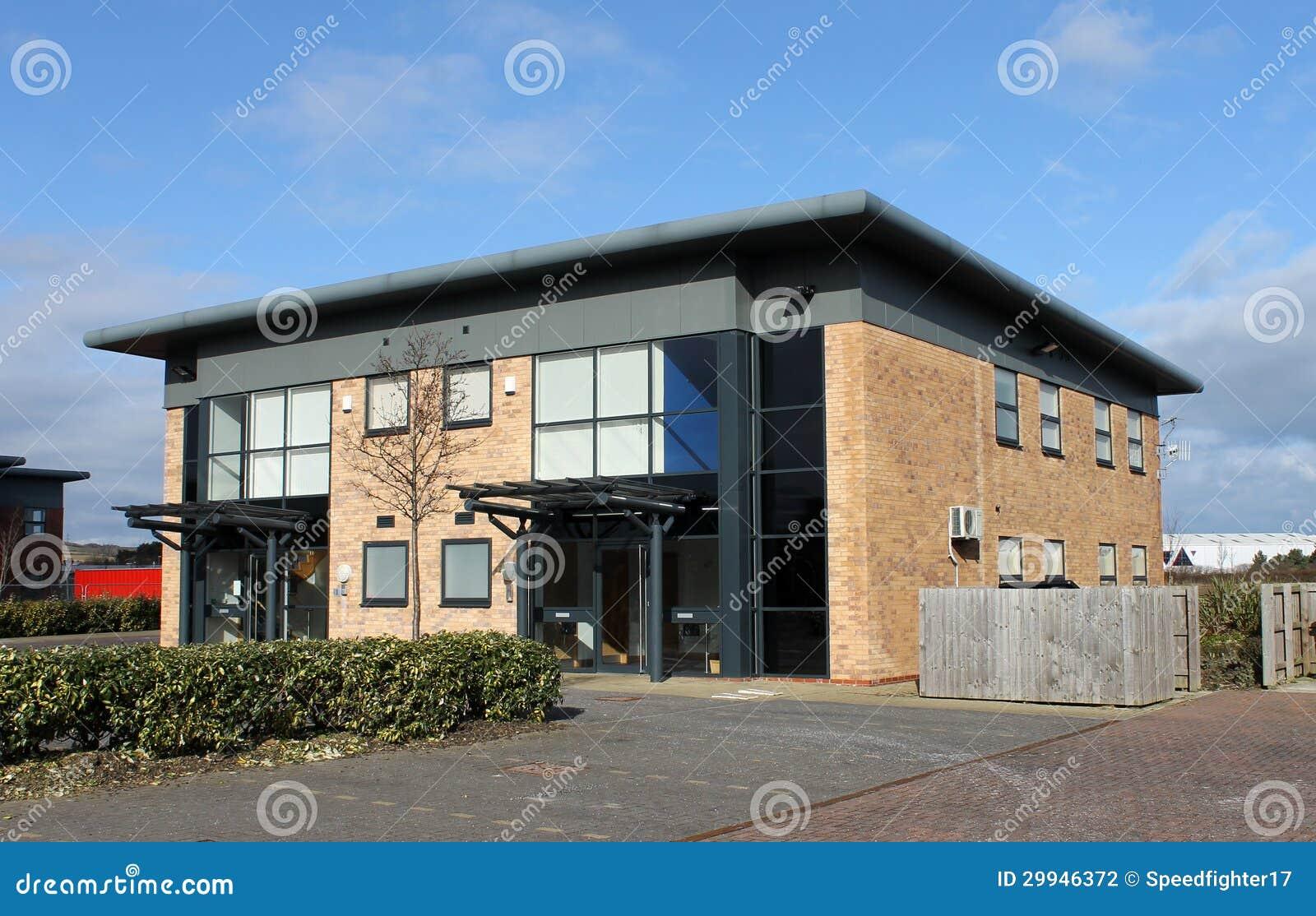 Edificio de oficinas moderno fotograf a de archivo for Exterior oficinas