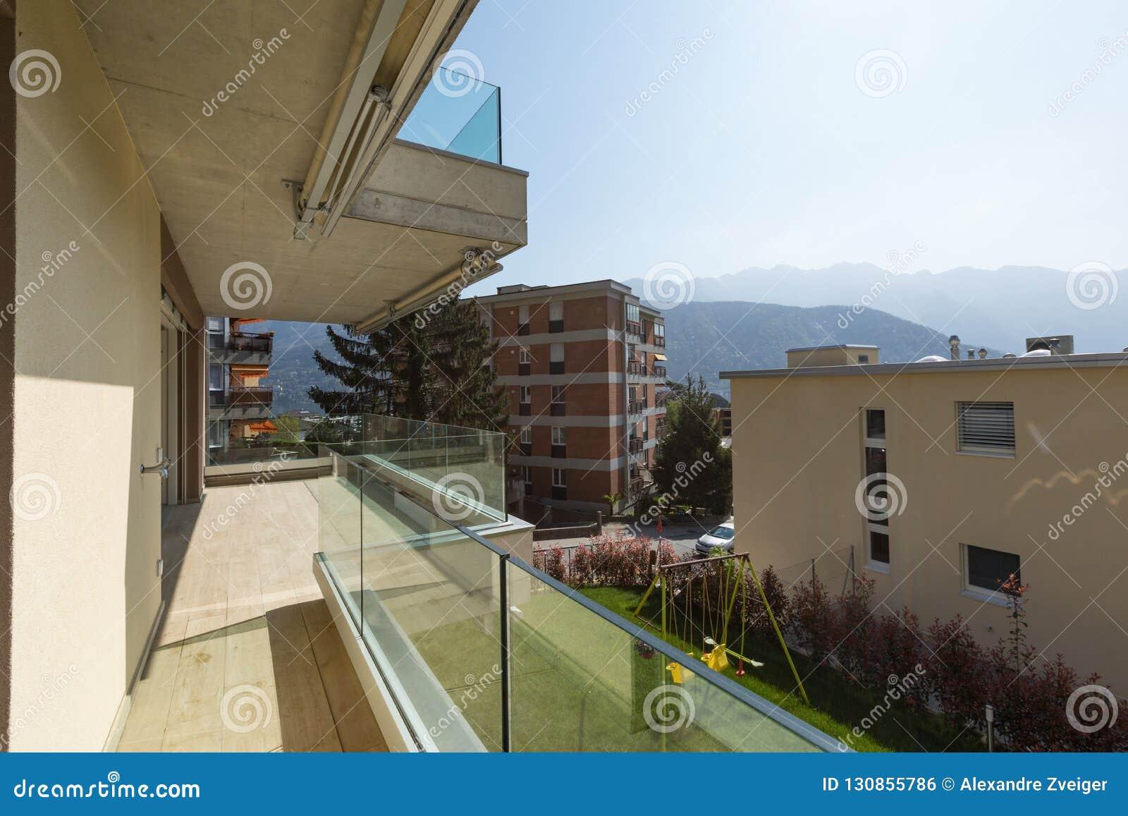 Exterior Del Edificio Moderno Visión Desde La Terraza Foto