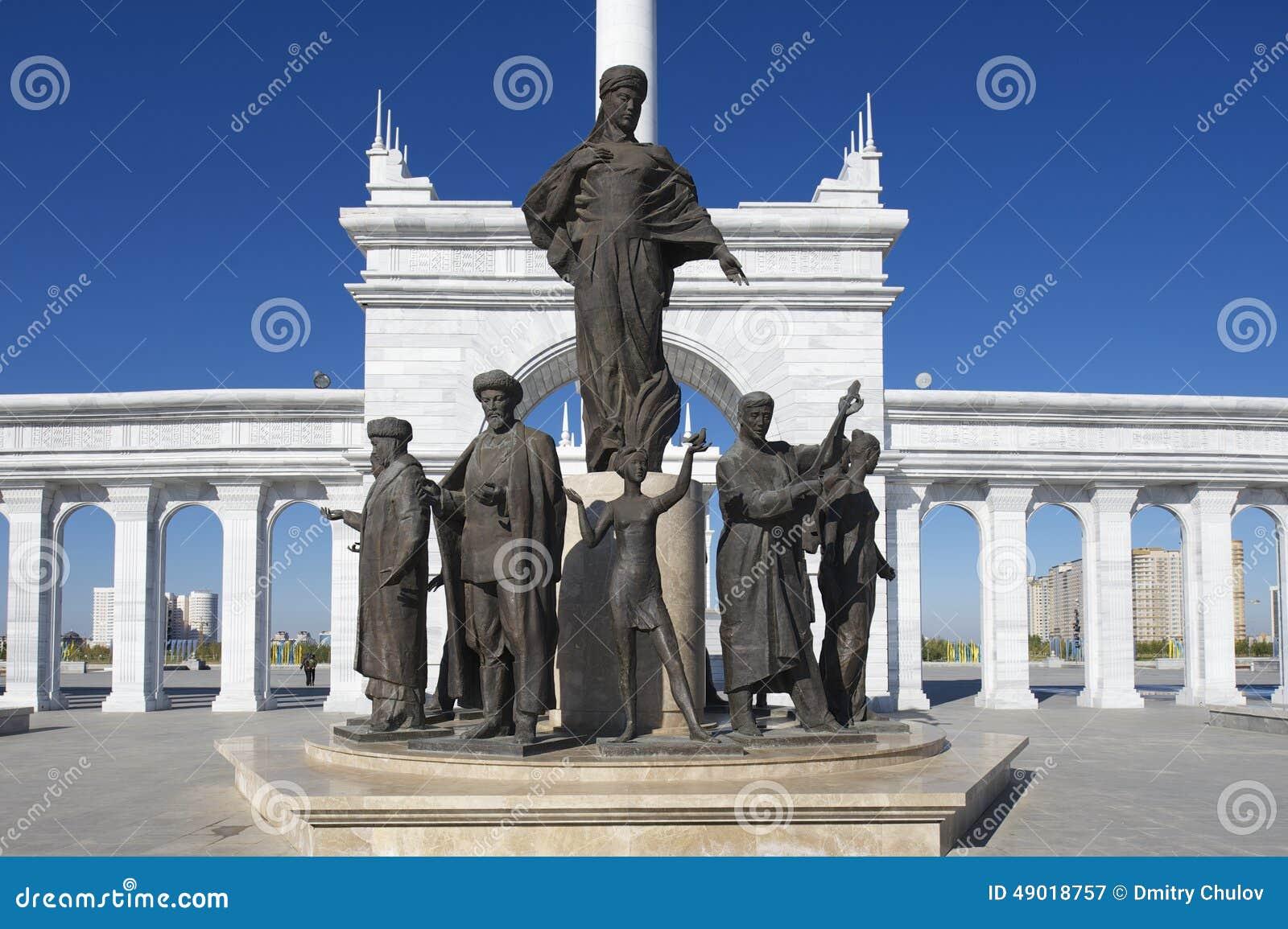 Exterior del monumento hermoso de Eli del Kazakh en Astaná, Kazajistán