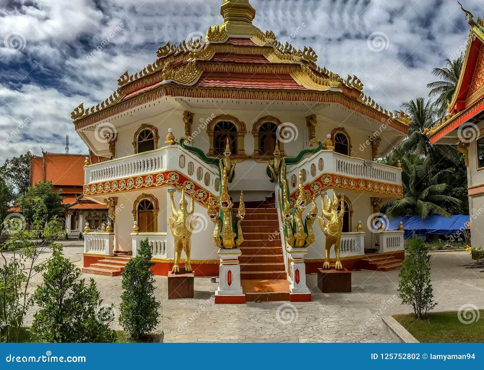 Exterior do templo budista, Wat That Phoun, Laos