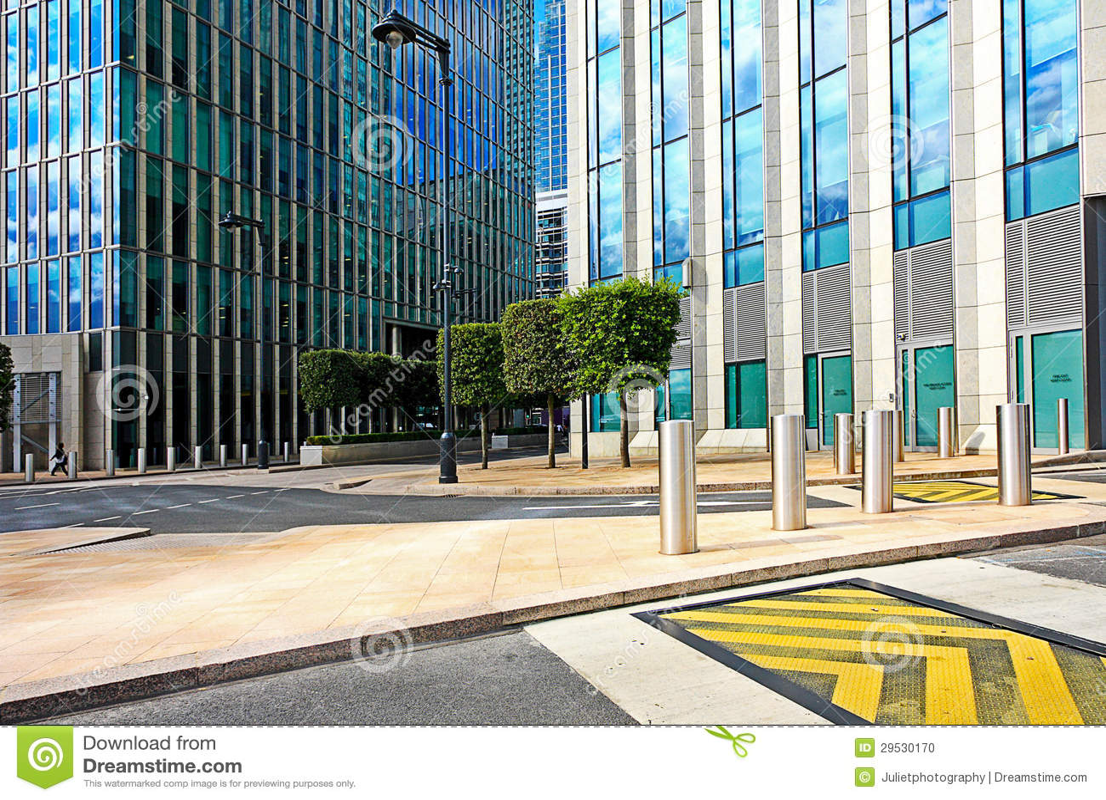 Exterior moderno do centro de negócio